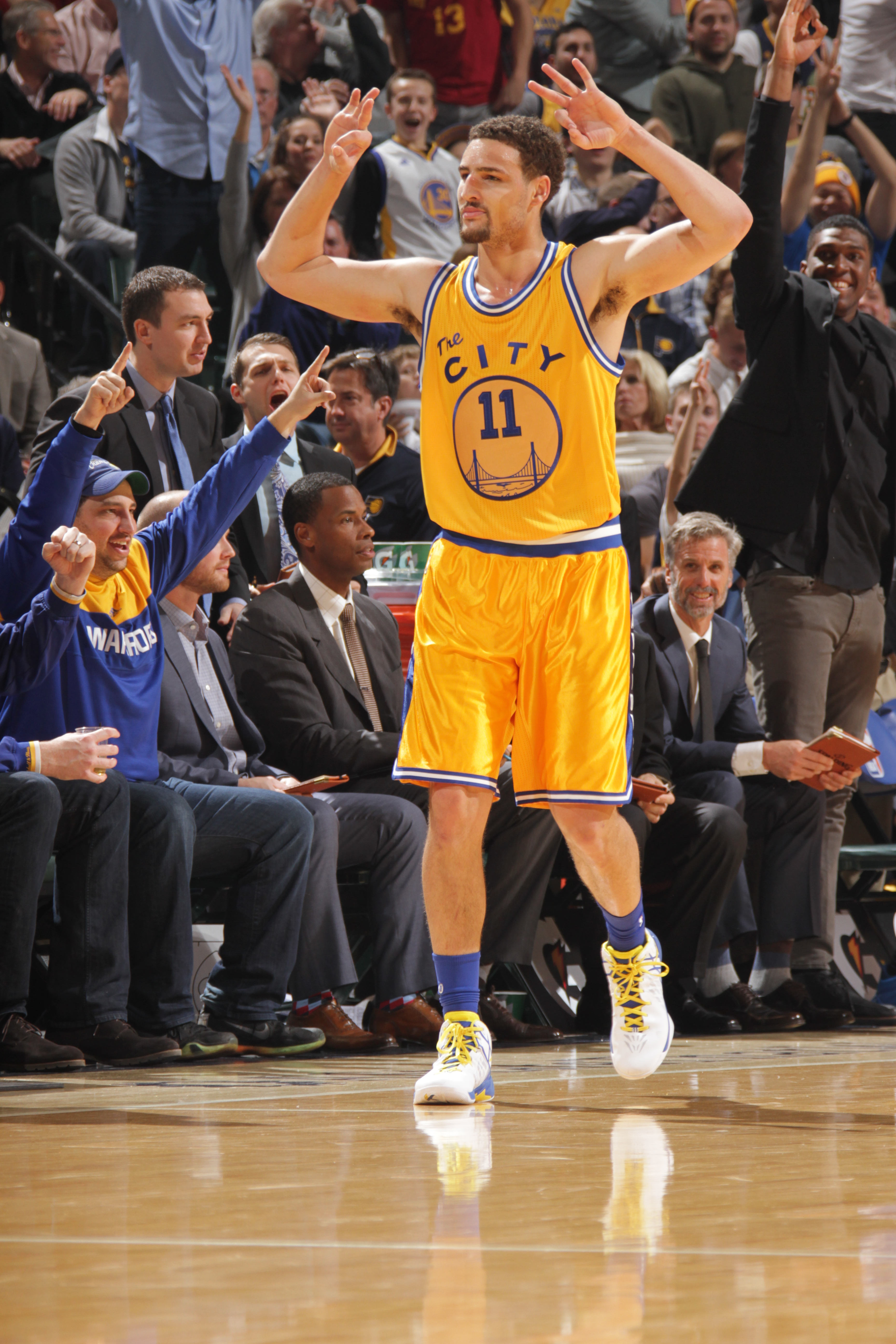 INDIANAPOLIS, IN - DECEMBER 8:  Klay Thompson #11 of the Golden State Warriors celebrates during the game against the Indiana Pacers on December 8, 2015 at Bankers Life Fieldhouse in Indianapolis, Indiana. (Photo by Ron Hoskins/NBAE via Getty Images)
