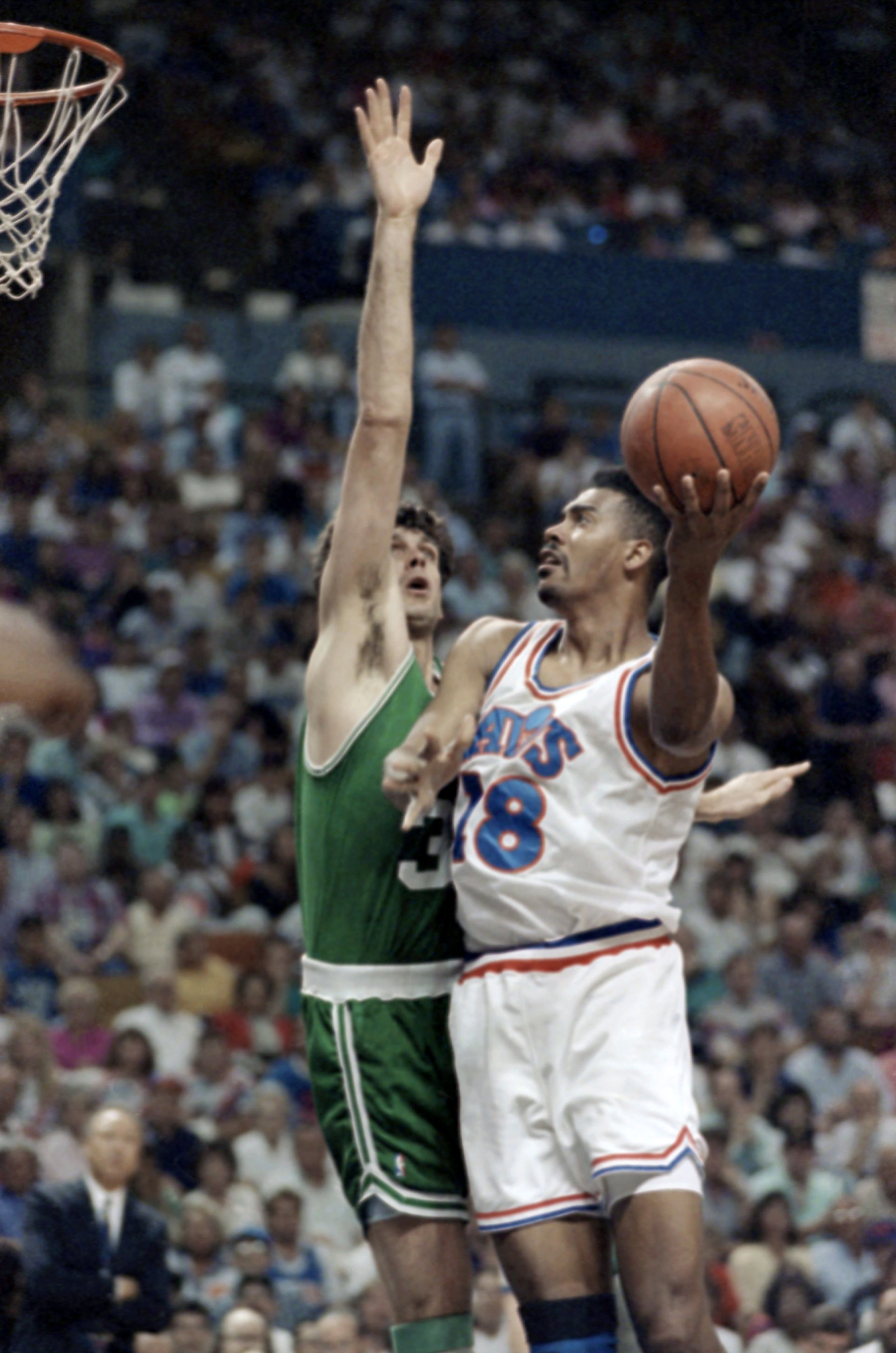 """FILE - In this May 18, 1992 file photo, Cleveland Cavaliers forward John Williams (18) goes up for a shot against Kevin McHale of the Boston Celtics during a 122-104 NBA Eastern Conference semifinal win by Cleveland, in Richfield, Ohio.  John """"Hot Rod"""" Wi"""