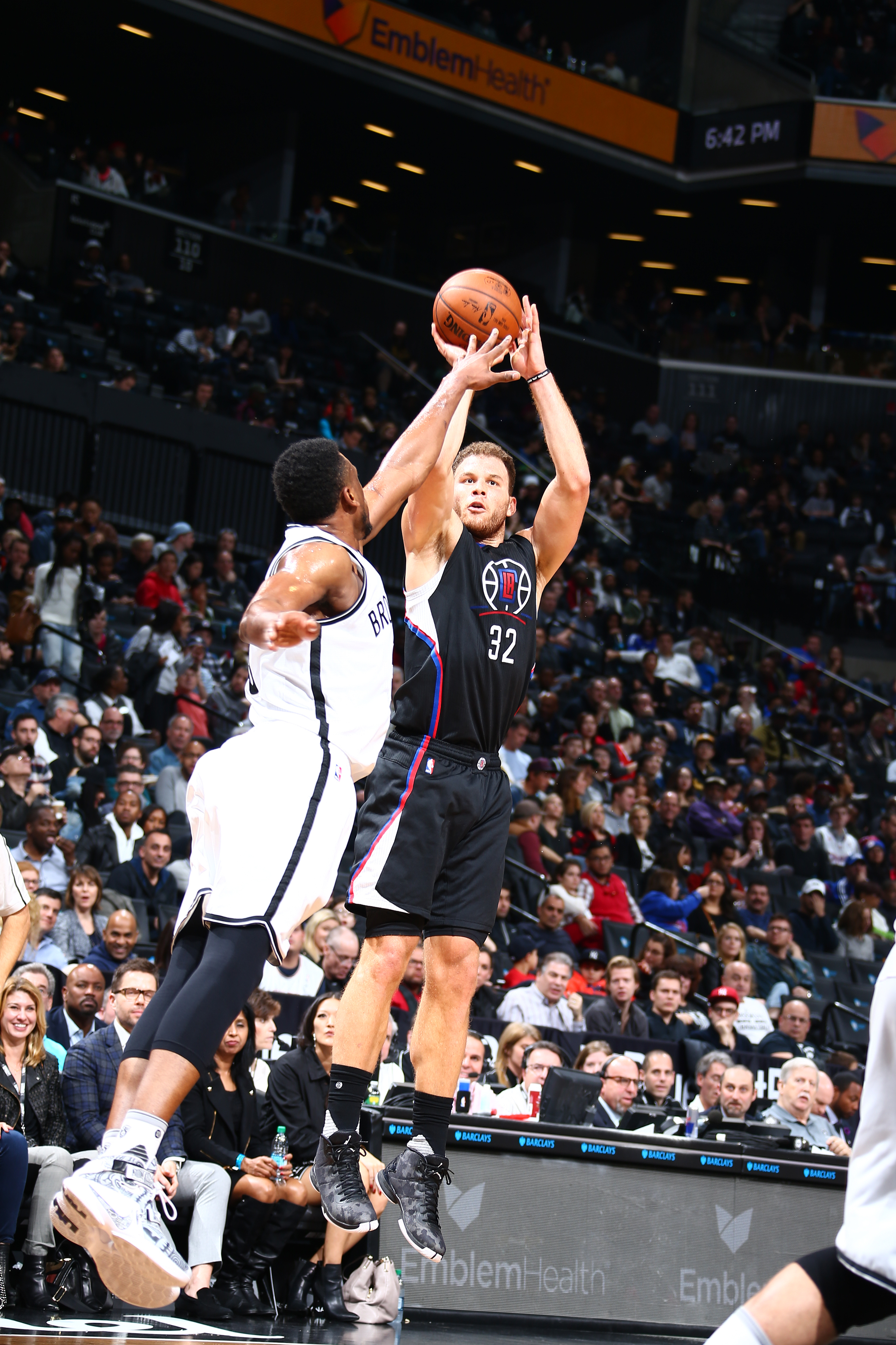BROOKLYN, NY - DECEMBER 12:  Blake Griffin #32 of the Los Angeles Clippers shoots the ball against the Brooklyn Nets on December 12, 2015 at Barclays Center in Brooklyn, New York. (Photo by Nathaniel S. Butler/NBAE via Getty Images)