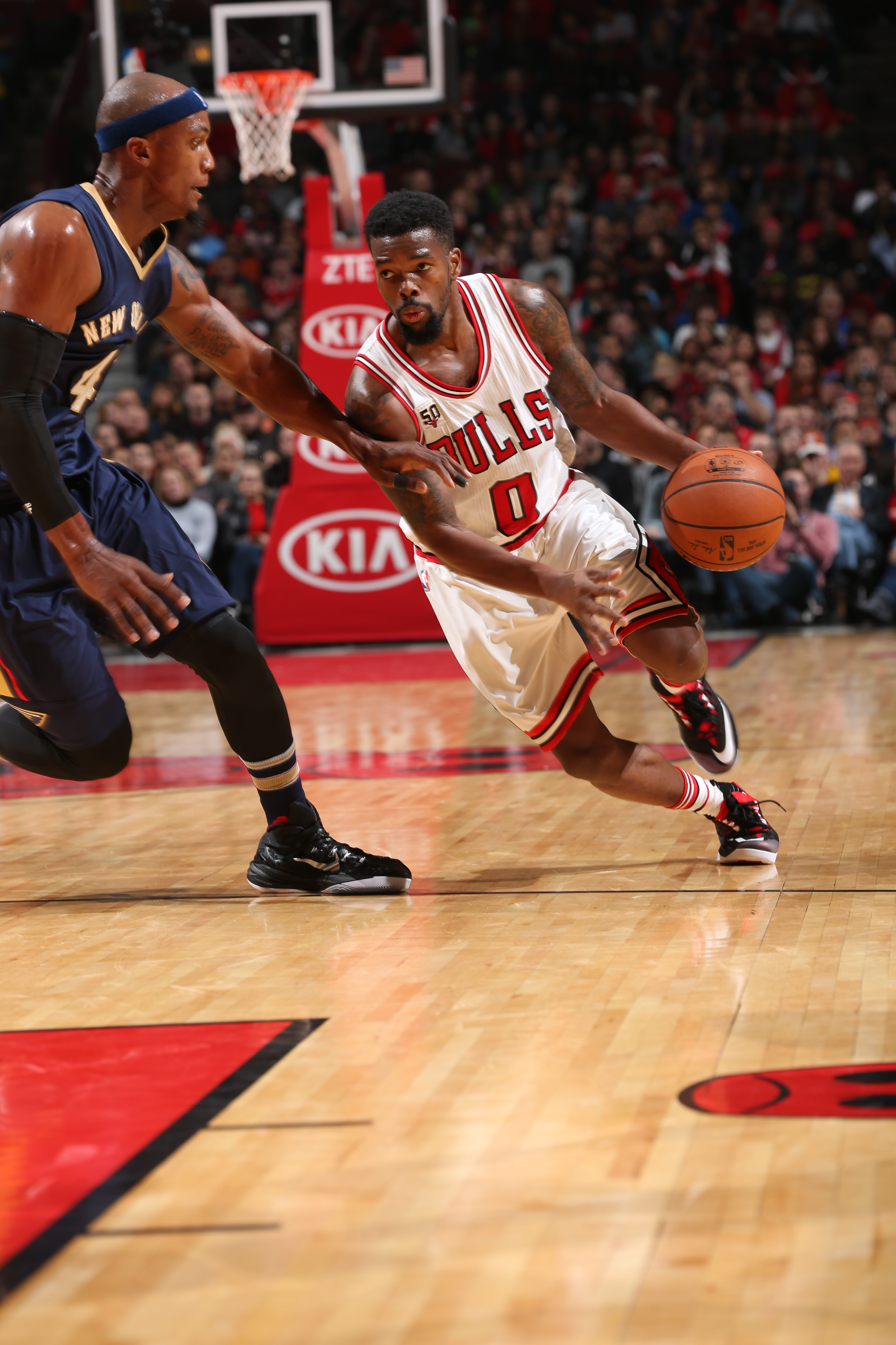 CHICAGO, IL - DECEMBER 12:  Aaron Brooks #0 of the Chicago Bulls drives to the basket against the New Orleans Pelicans on December 12, 2015 at the United Center in Chicago, Illinois. (Photo by David Sherman/NBAE via Getty Images)