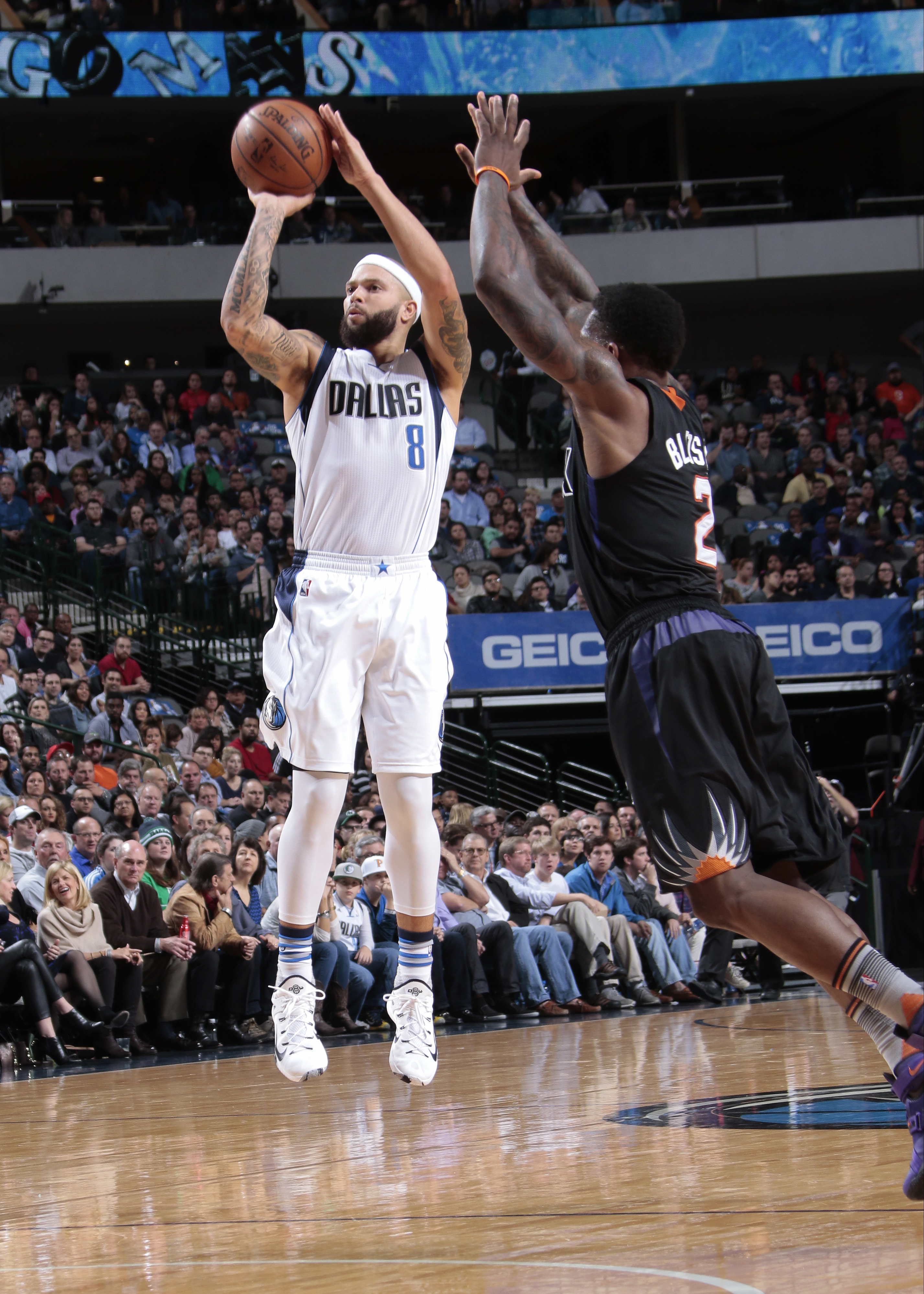 DALLAS, TX - DECEMBER 14: Deron Williams #8 of the Dallas Mavericks shoots the ball during the game against the Phoenix Suns on December 14, 2015 at the American Airlines Center in Dallas, Texas. (Photo by Danny Bollinger/NBAE via Getty Images)