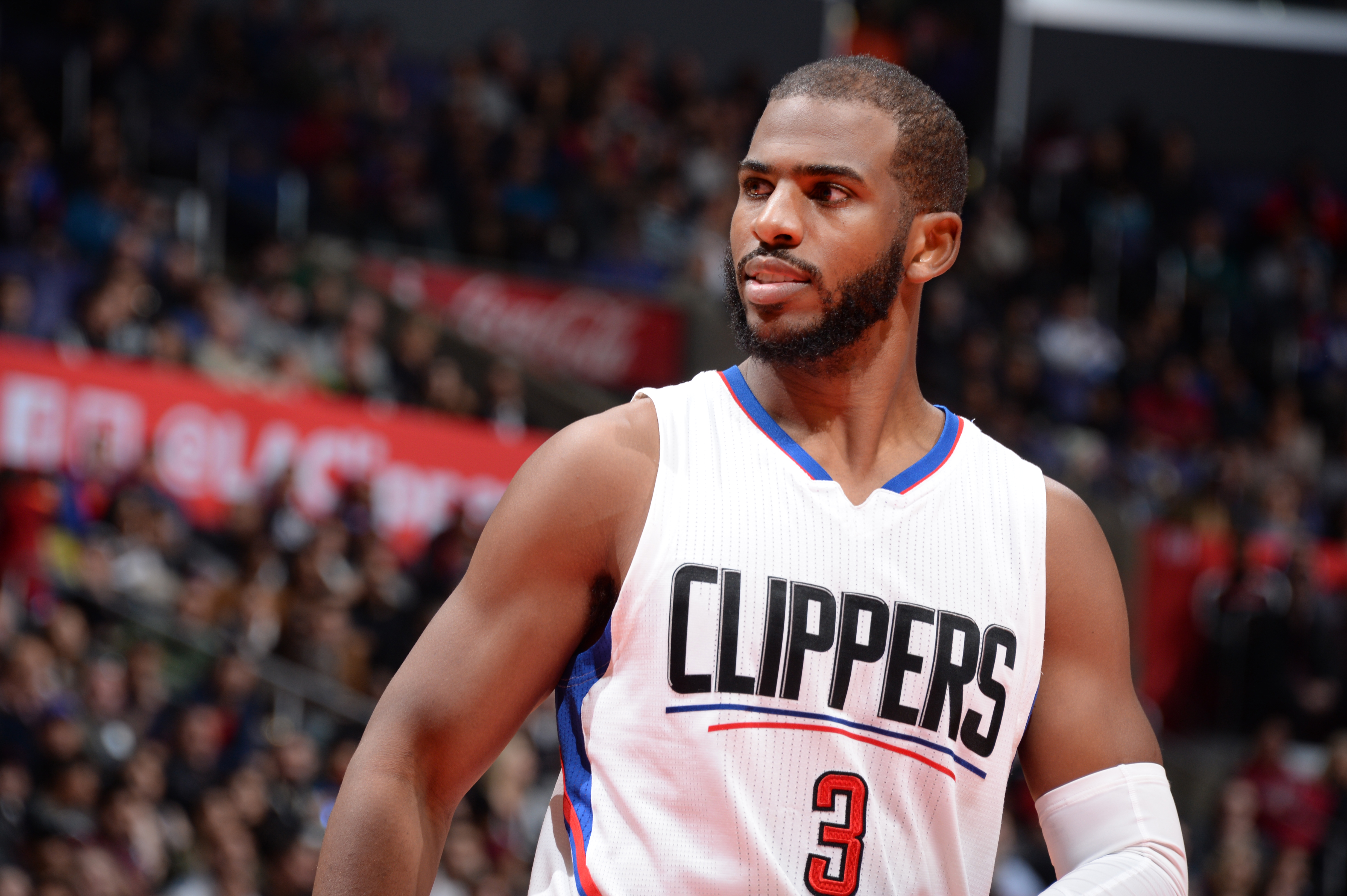 LOS ANGELES, CA - DECEMBER 16: Chris Paul #3 of the Los Angeles Clippers during the game against the Milwaukee Bucks on December 16, 2015 at STAPLES Center in Los Angeles, California. (Photo by Andrew Bernstein/NBAE via Getty Images)
