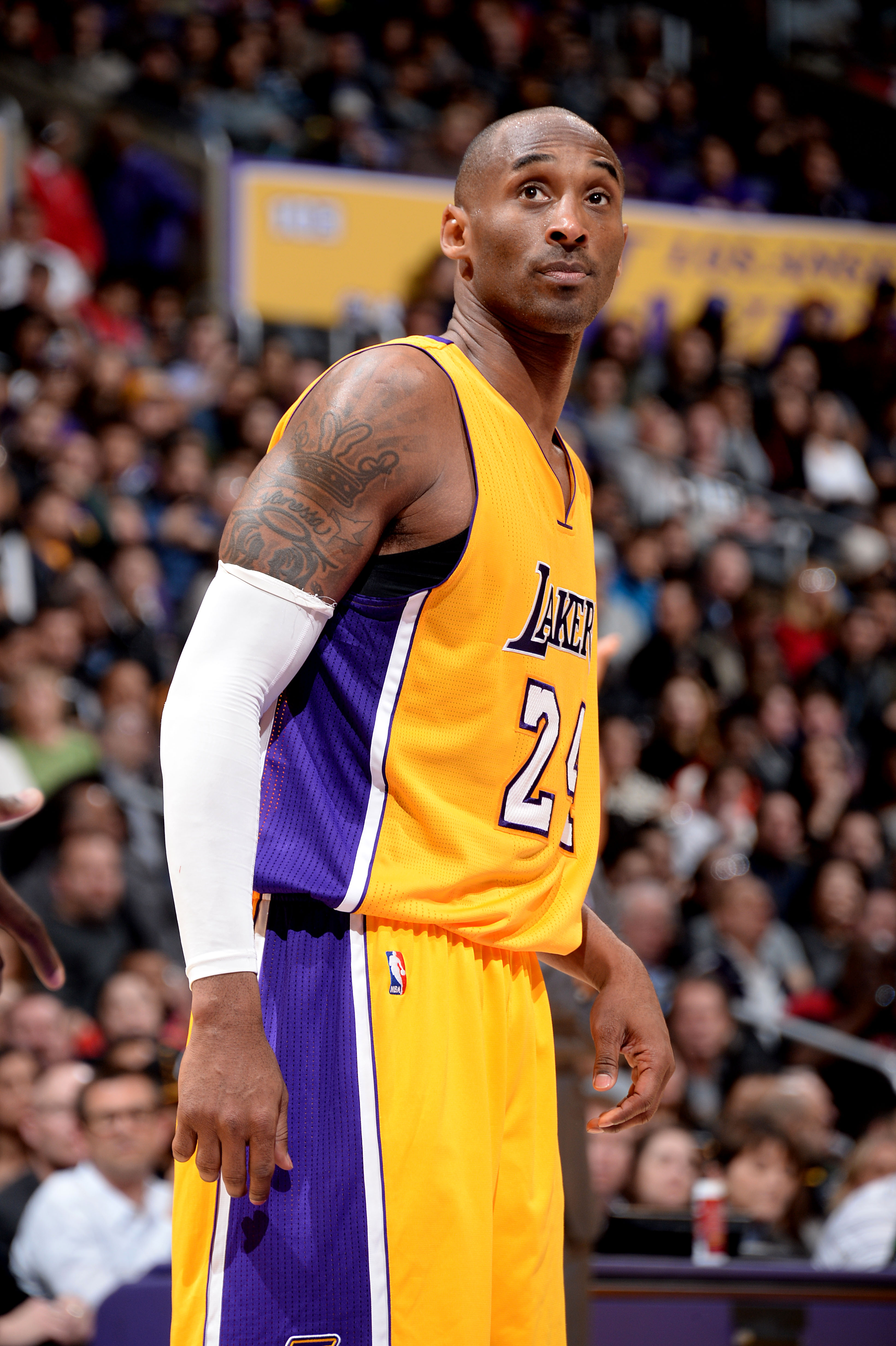 LOS ANGELES, CA - DECEMBER 17: Kobe Bryant #24 of the Los Angeles Lakers looks on during the game against the Houston Rockets on December 17, 2015 at STAPLES Center in Los Angeles, California. (Photo by Andrew D. Bernstein/NBAE via Getty Images)