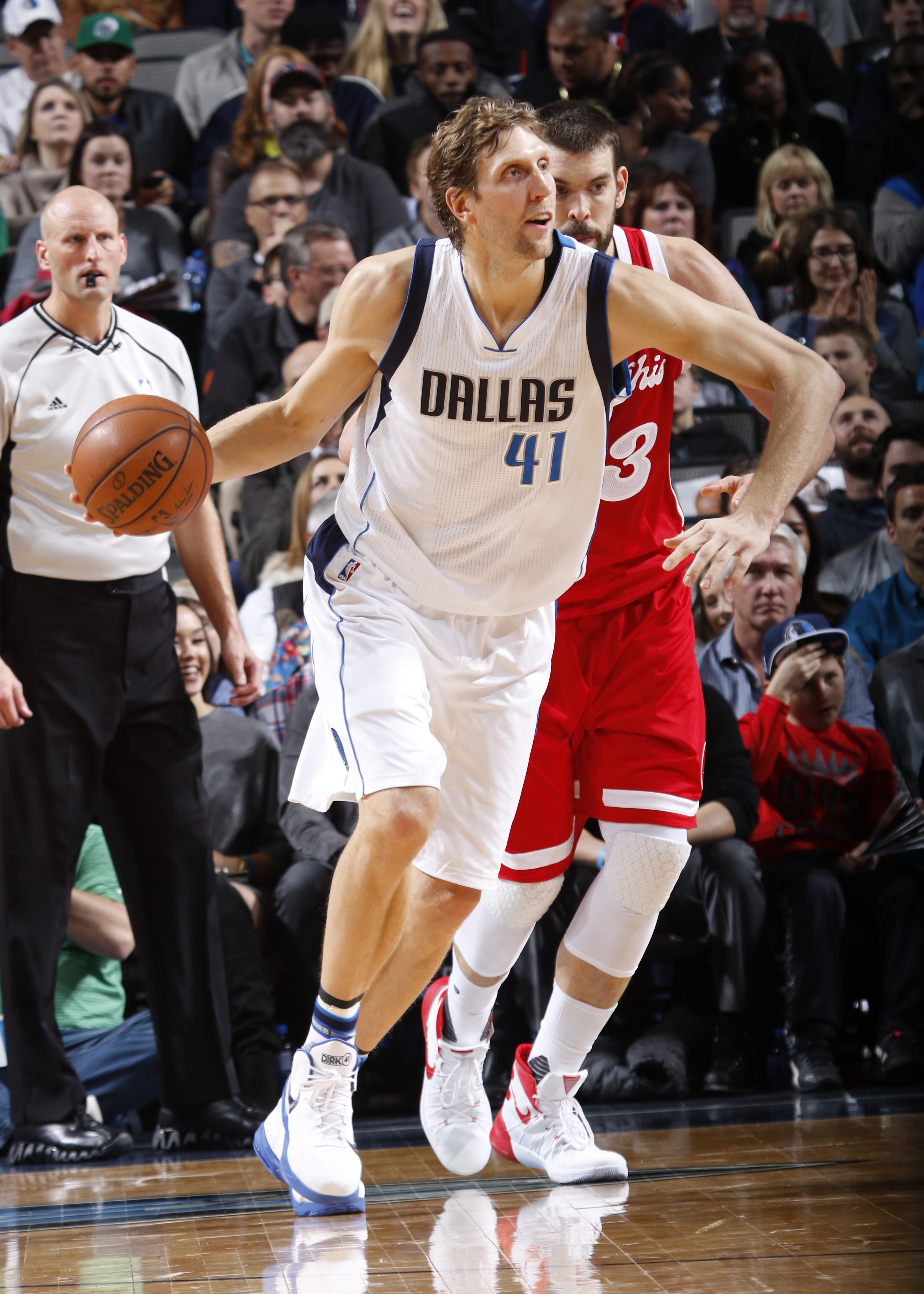 DALLAS, TX - DECEMBER 18: Dirk Nowitzki #41 of the Dallas Mavericks drives against the Memphis Grizzlies on December 18, 2015 at the American Airlines Center in Dallas, Texas. (Photo by Glenn James/NBAE via Getty Images)