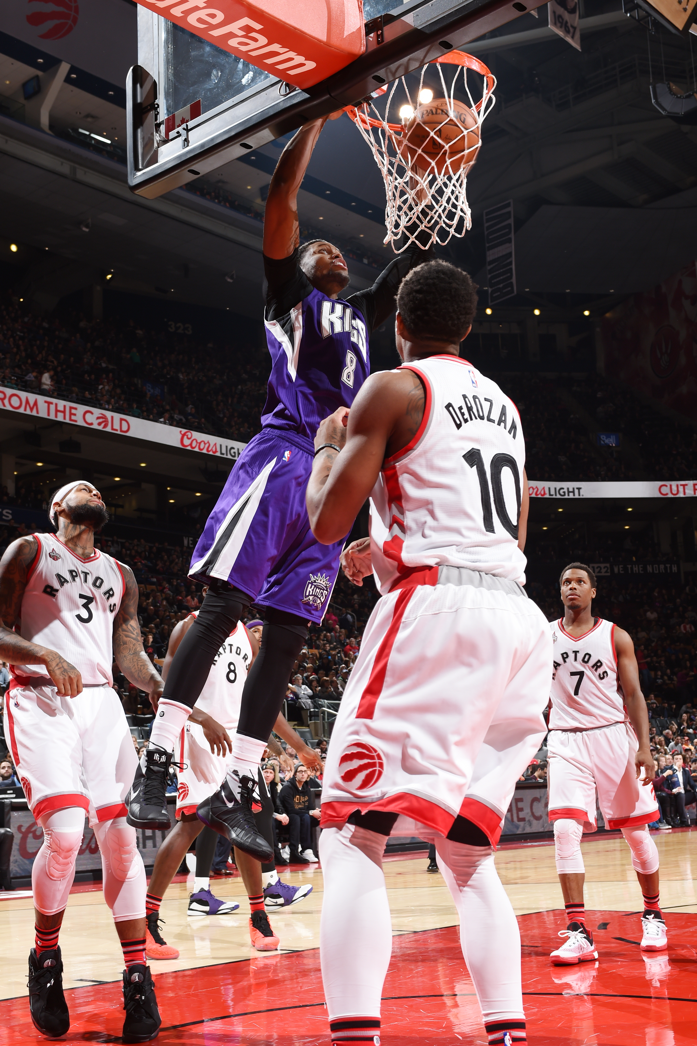 TORONTO, CANADA - DECEMBER 20: Rudy Gay #8 of the Sacramento Kings dunks against the Toronto Raptors on December 20, 2015 at the Air Canada Centre in Toronto, Ontario, Canada.  (Photo by Ron Turenne/NBAE via Getty Images)