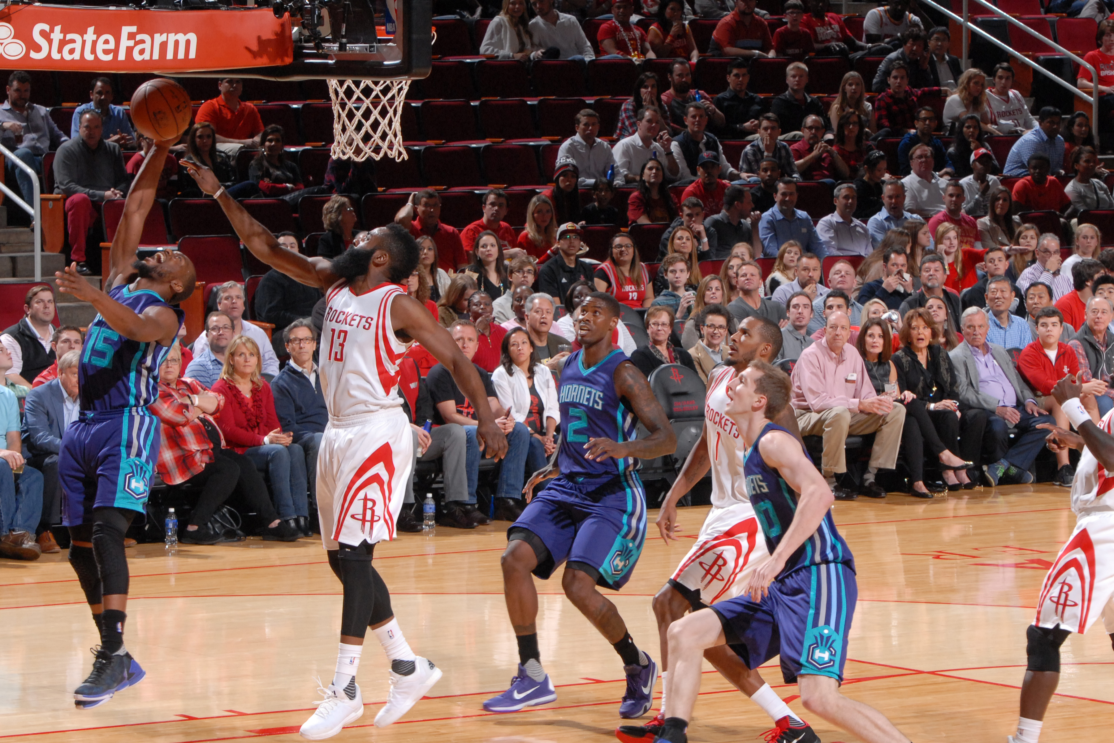 HOUSTON, TX - DECEMBER 21: Kemba Walker #15 of the Charlotte Hornets shoots the ball against the Houston Rockets on December 21, 2015 at the Toyota Center in Houston, Texas. (Photo by Bill Baptist/NBAE via Getty Images)