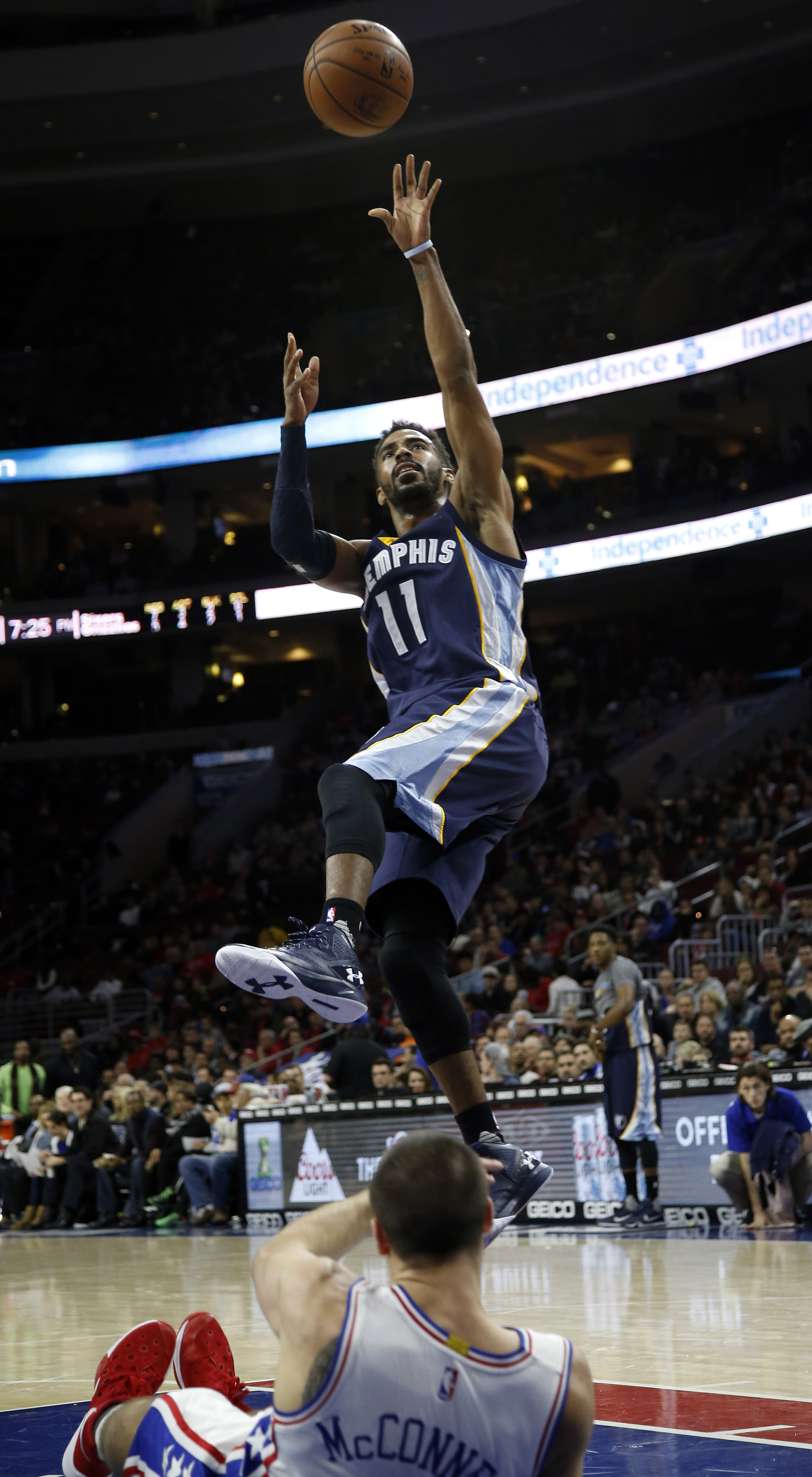 Memphis Grizzlies' Mike Conley, top, shoots against Philadelphia 76ers' T.J. McConnell during the first half of an NBA basketball game Tuesday, Dec. 22, 2015, in Philadelphia. (AP Photo/Matt Slocum)
