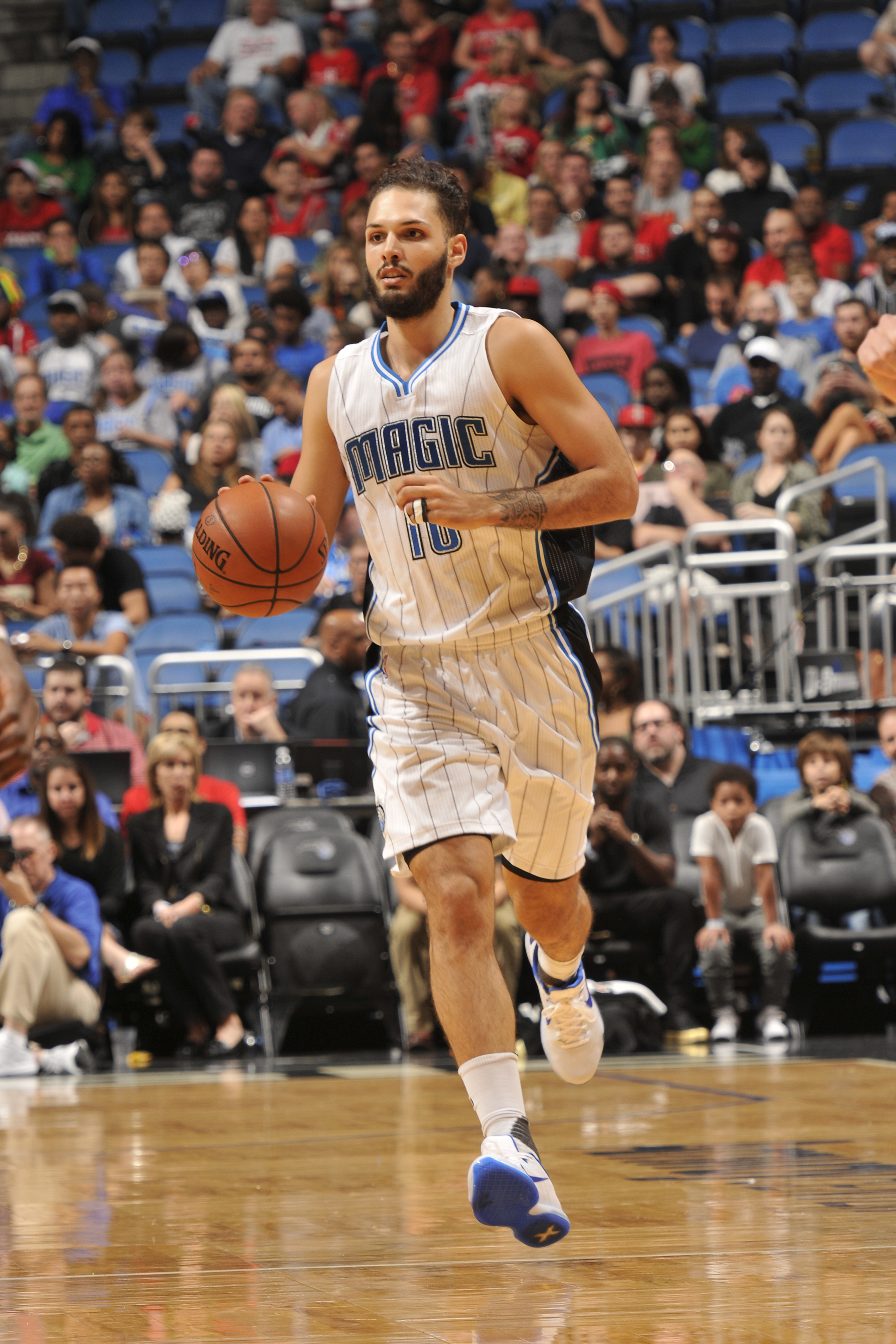 ORLANDO, FL - DECEMBER 23:  Evan Fournier #10 of the Orlando Magic handles the ball against the Houston Rockets on December 23, 2015 at Amway Center in Orlando, Florida. (Photo by Fernando Medina/NBAE via Getty Images)