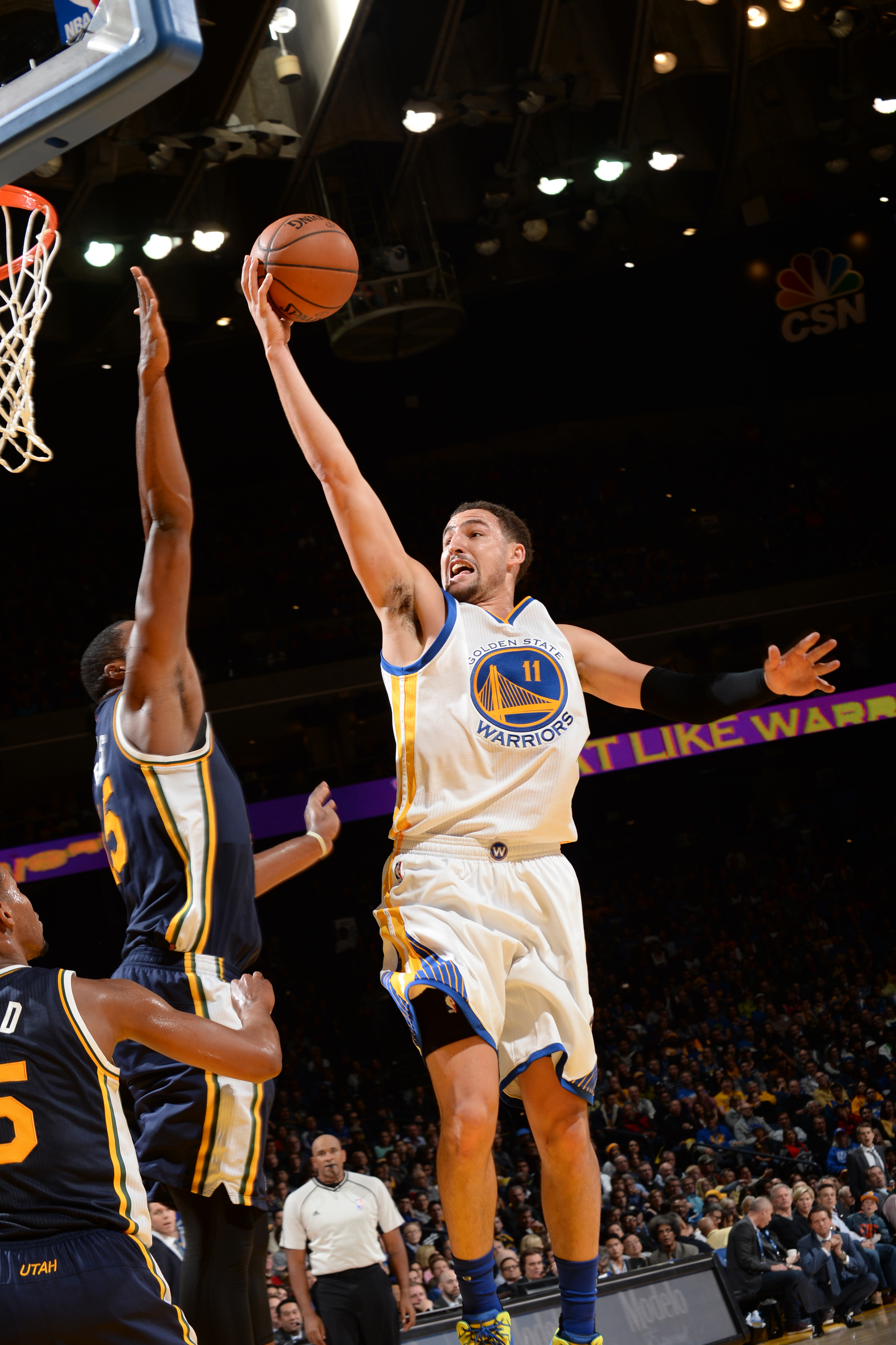 OAKLAND, CA - DECEMBER 23: Klay Thompson #11 of the Golden State Warriors shoots the ball against the Utah Jazz  on December 13, 2015 at ORACLE Arena in Oakland, California. (Photo by Noah Graham/NBAE via Getty Images)
