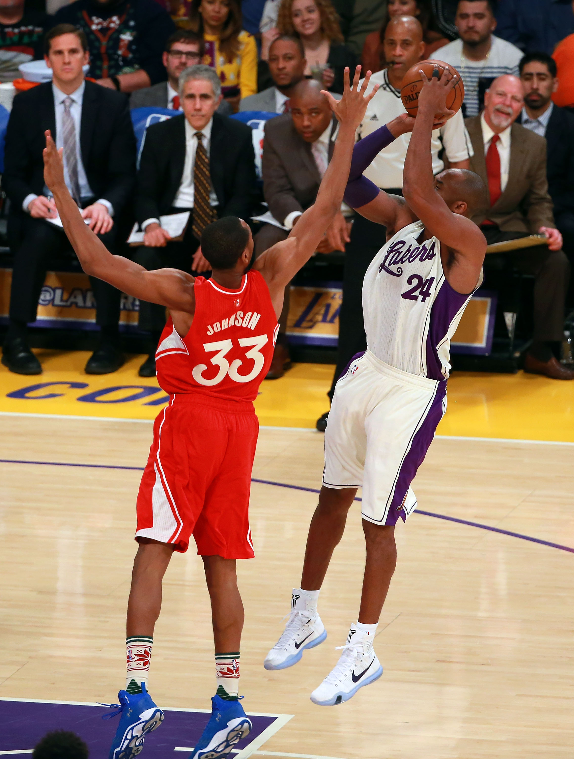 LOS ANGELES, CA - DECEMBER 25:  Kobe Bryant #24 of the Los Angeles Lakers shoots a three-point shot against Wesley Johnson #33 of the Los Angeles Clippers in the first half of the NBA game at Staples Center on December 25, 2015 in Los Angeles, California.