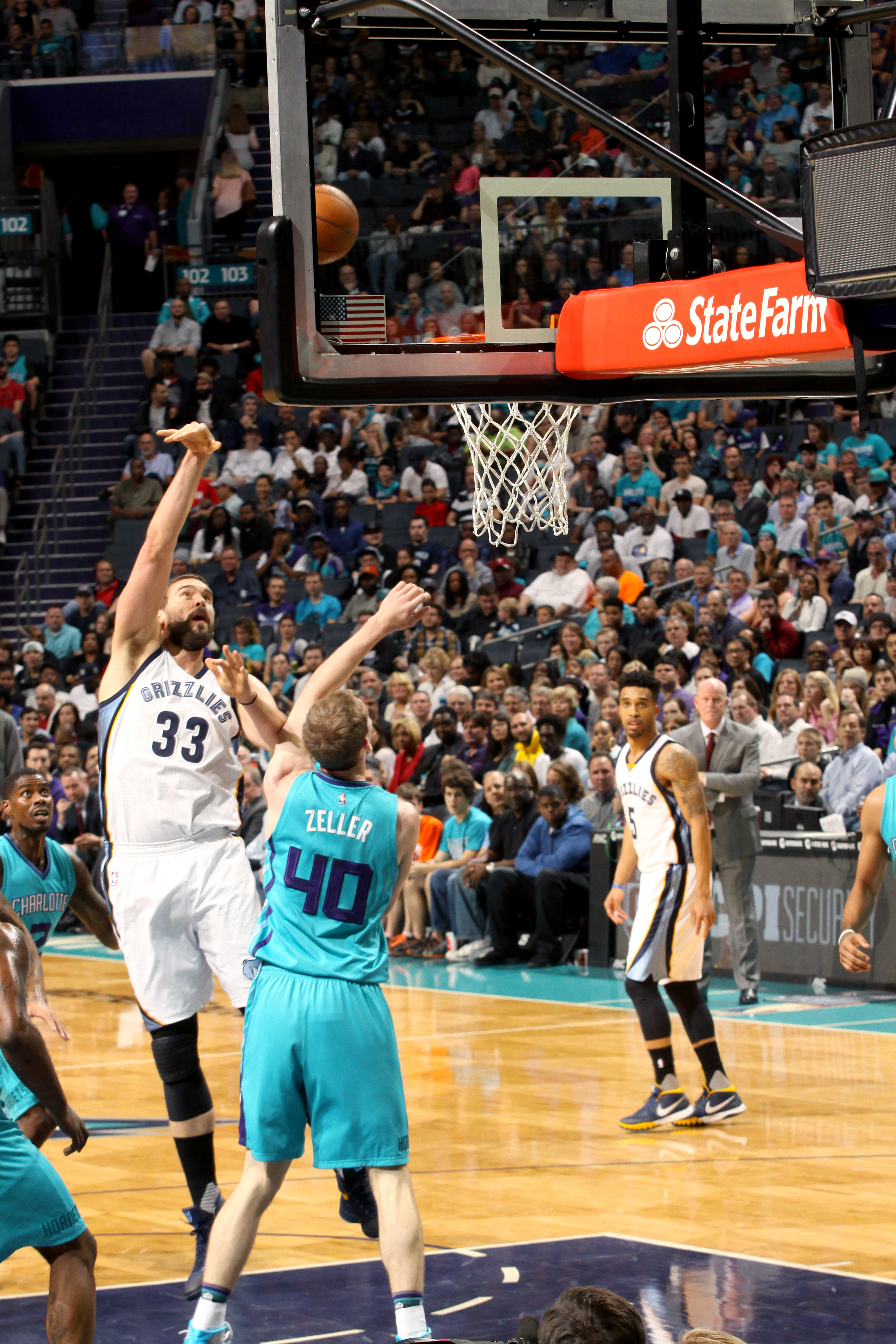 CHARLOTTE, NC - DECEMBER 26: Marc Gasol #33 of the Memphis Grizzlies shoots the ball during the game against the Charlotte Hornets on December 26, 2015 at Time Warner Cable Arena in Charlotte, North Carolina. (Photo by Kent Smith/NBAE via Getty Images)