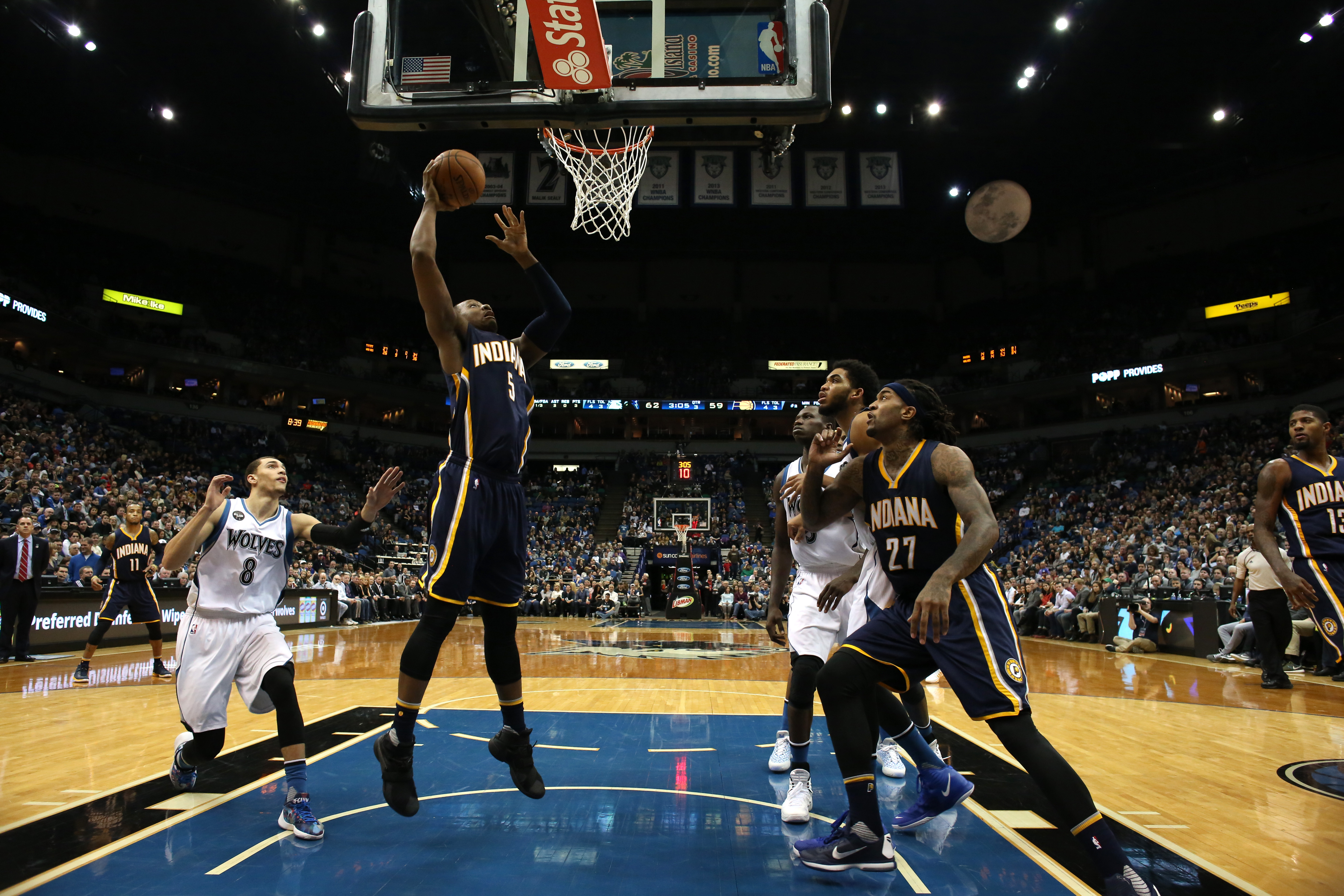 MINNEAPOLIS, MN -  DECEMBER 26:  Lavoy Allen #5 of the Indiana Pacers goes to the basket against the Minnesota Timberwolves on December 26, 2015 at Target Center in Minneapolis, Minnesota. (Photo by Jordan Johnson/NBAE via Getty Images)