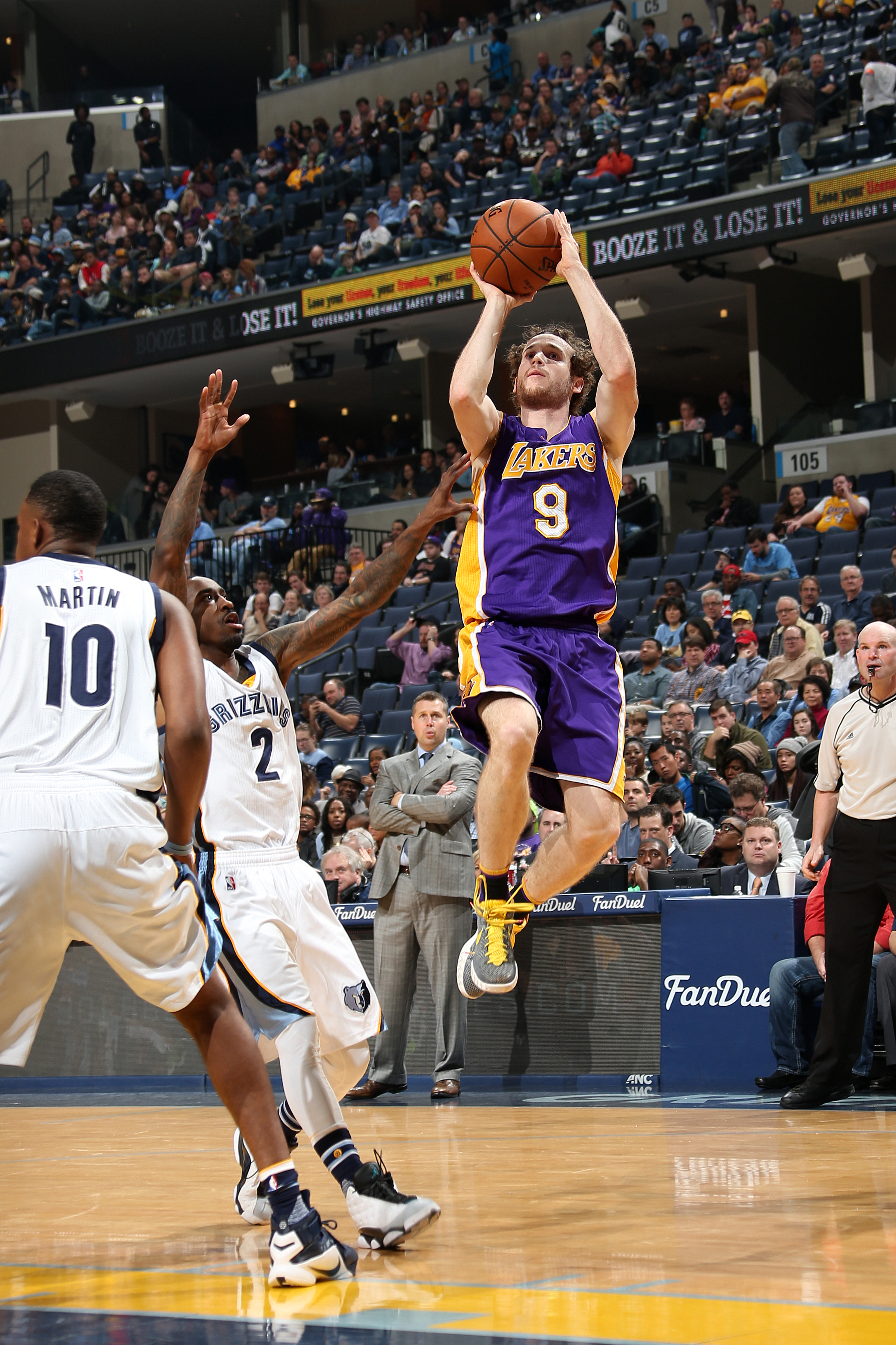 MEMPHIS, TN - DECEMBER 27: Marcelo Huertas #9 of the Los Angeles Lakers shoots the ball during the game against the Memphis Grizzlies on December 27, 2015 at FedExForum in Memphis, Tennessee. (Photo by Joe Murphy/NBAE via Getty Images)