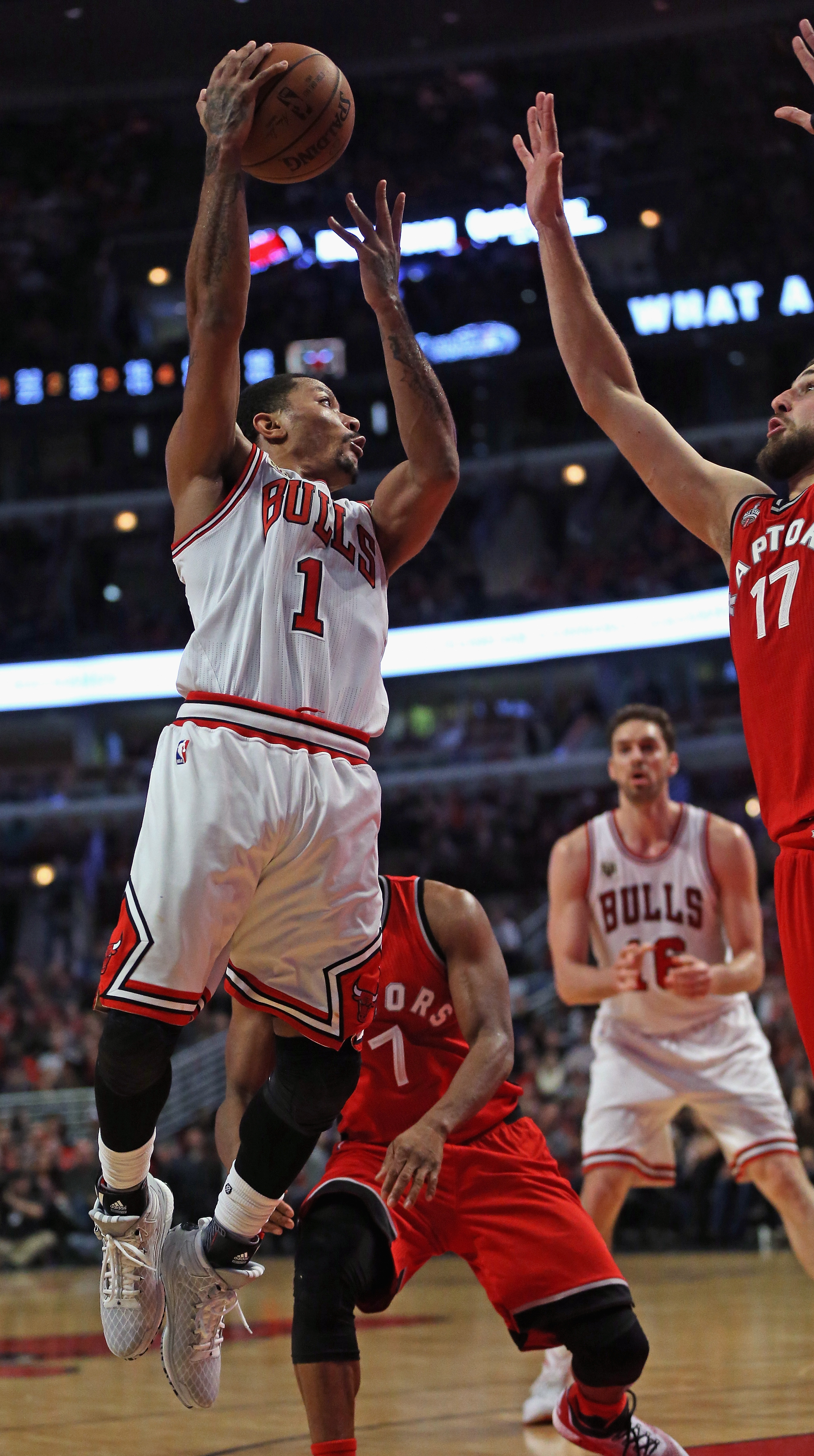 CHICAGO, IL - DECEMBER 28: Derrick Rose #1 of the Chicago Bulls leaps to pass over Jonas Valanciunas #17 of the Toronto Raptors at the United Center on December 28, 2015 in Chicago, Illinois. The Bulls defeated the Raptors 104-97. (Photo by Jonathan Danie