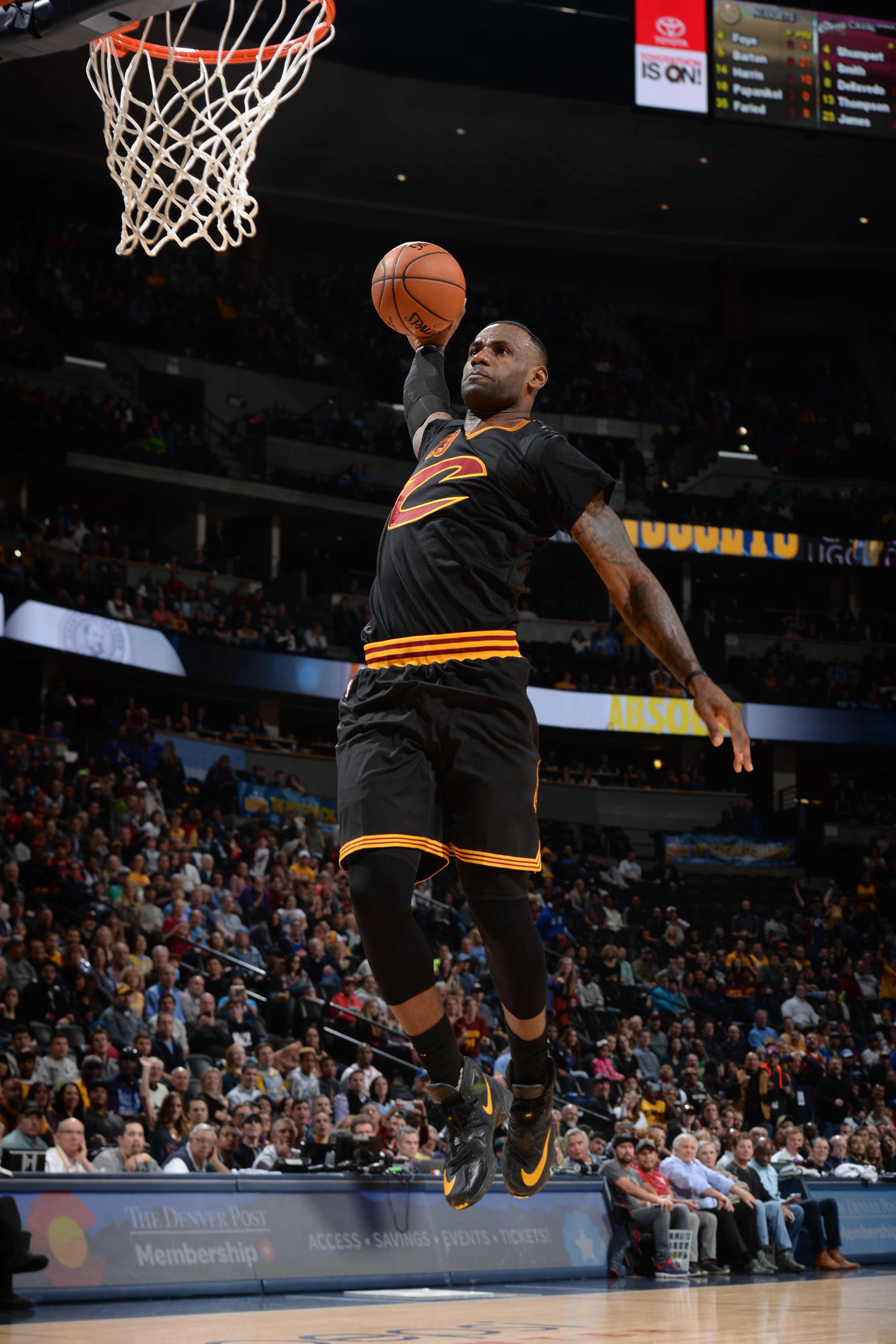DENVER, CO - DECEMBER 29: LeBron James #23 of the Cleveland Cavaliers dunks against the Denver Nuggets during the game on December 29, 2015 at Pepsi Center in Denver, Colorado. (Photo by Garrett Ellwood/NBAE via Getty Images)