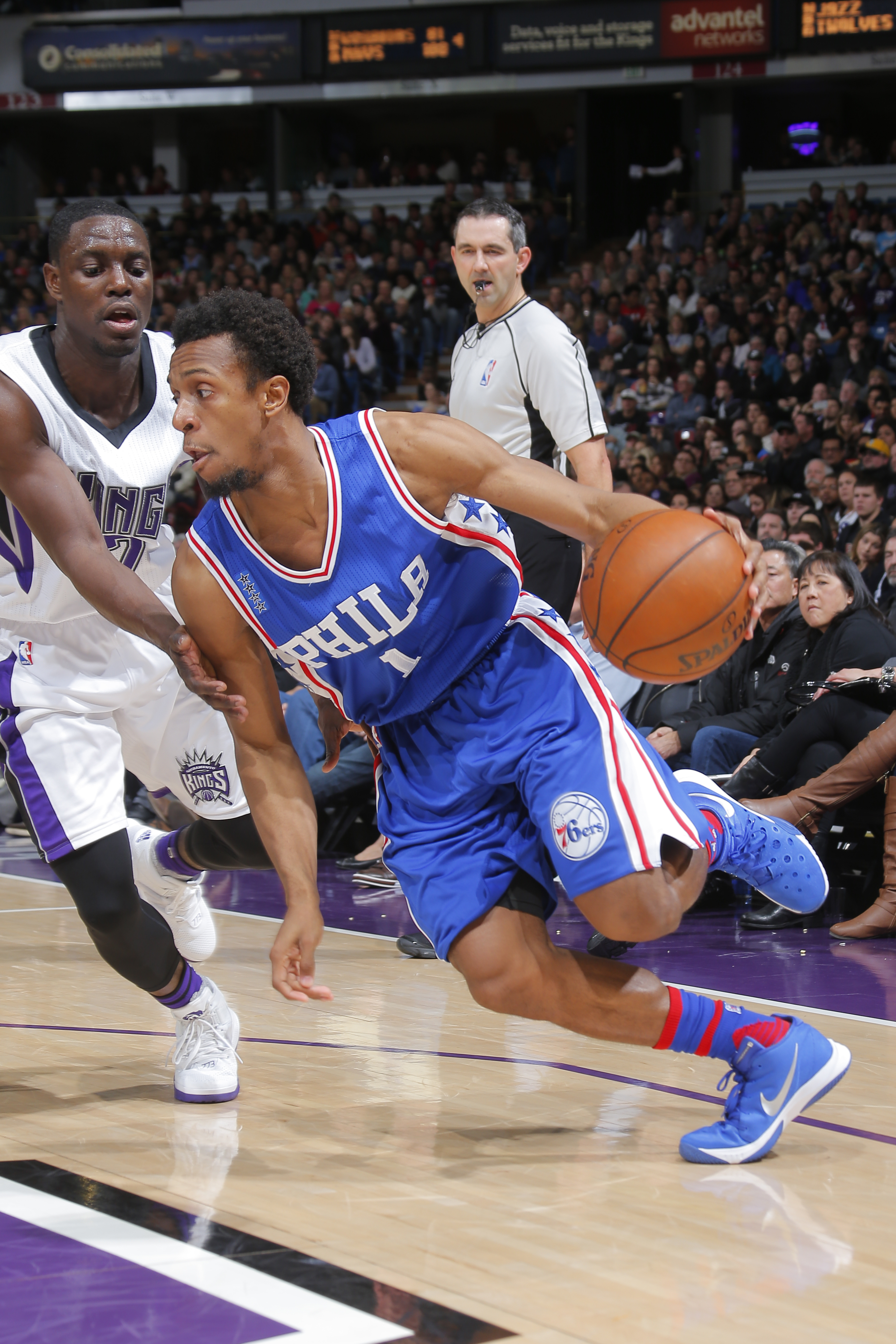 SACRAMENTO, CA - DECEMBER 30: Ish Smith #1 of the Philadelphia 76ers drives to the basket against the Sacramento Kings during the game on December 30, 2015 at Sleep Train Arena in Sacramento, California. (Photo by Rocky Widner/NBAE via Getty Images)