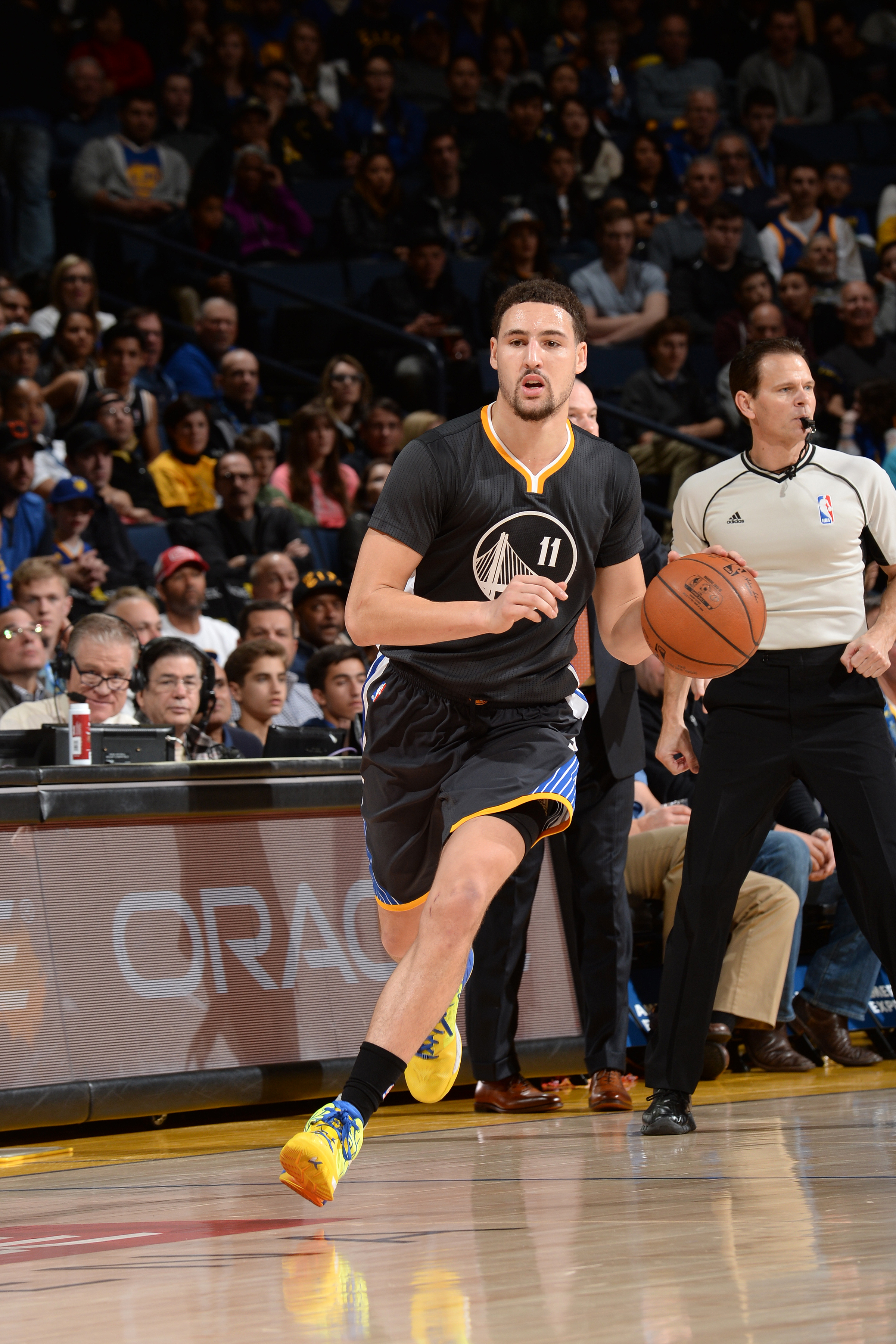 OAKLAND, CA - JANUARY 2: Klay Thompson #11 of the Golden State Warriors handles the ball during the game against the Denver Nuggets on January 2, 2016 at ORACLE Arena in Oakland, California. (Photo by Noah Graham/NBAE via Getty Images)