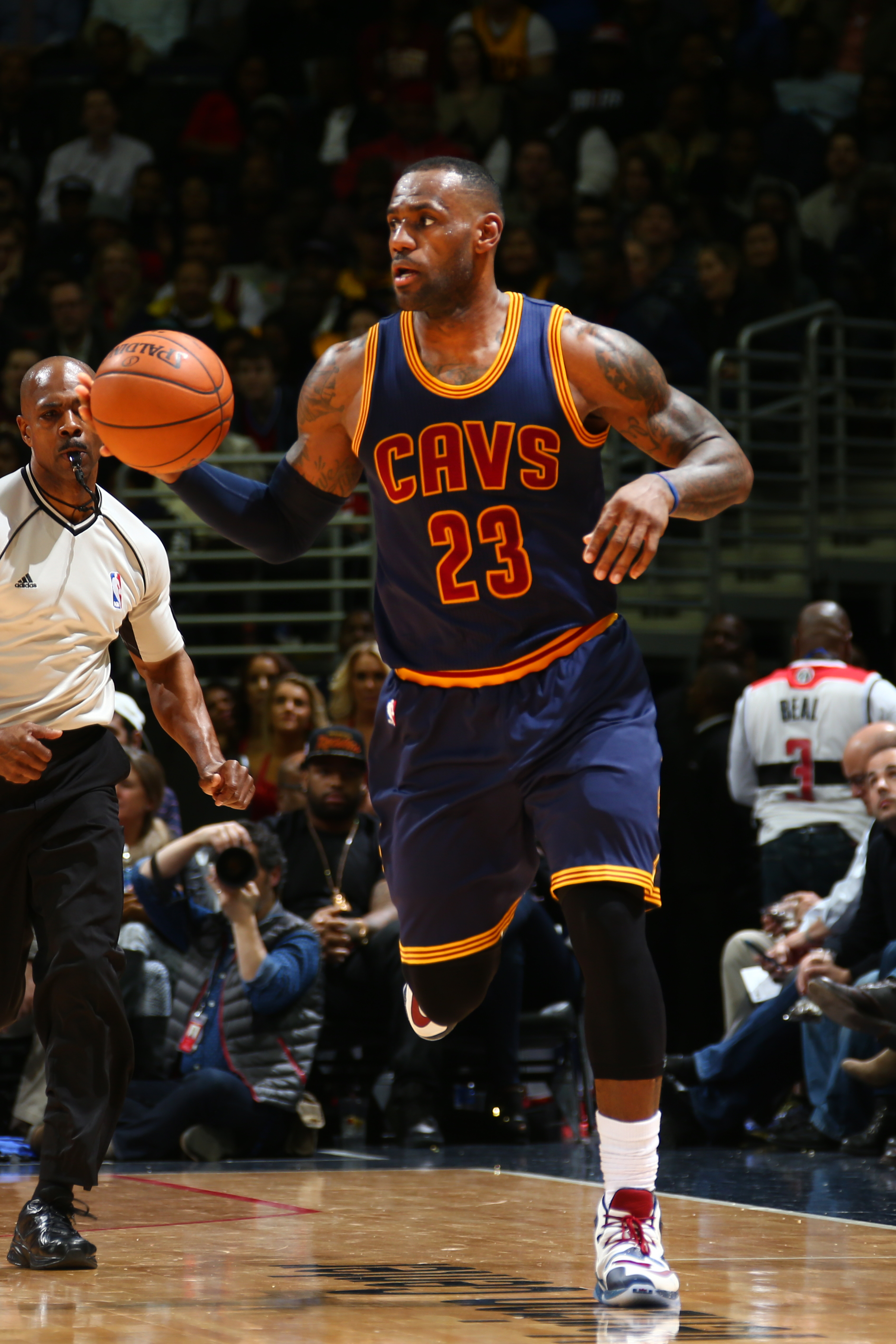 WASHINGTON, DC - JANUARY 6: LeBron James #23 of the Cleveland Cavaliers drives to the basket against the Washington Wizards during the game on January 6, 2016 at Verizon Center in Washington, District of Columbia. (Photo by Ned Dishman/NBAE via Getty Imag