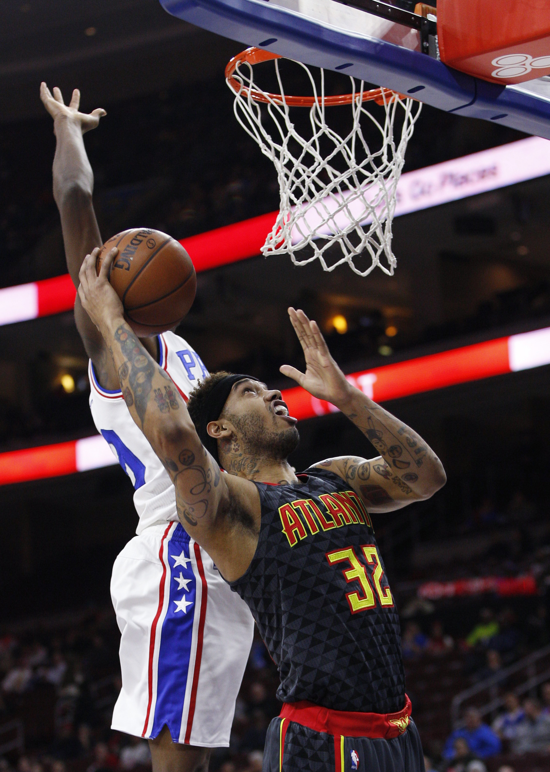Atlanta Hawks' Mike Scott, right, goes up for a shot as Philadelphia 76ers' Jerami Grant, left, defends during the first half of an NBA basketball game Thursday, Jan. 7, 2016, in Philadelphia. (AP Photo/Chris Szagola)