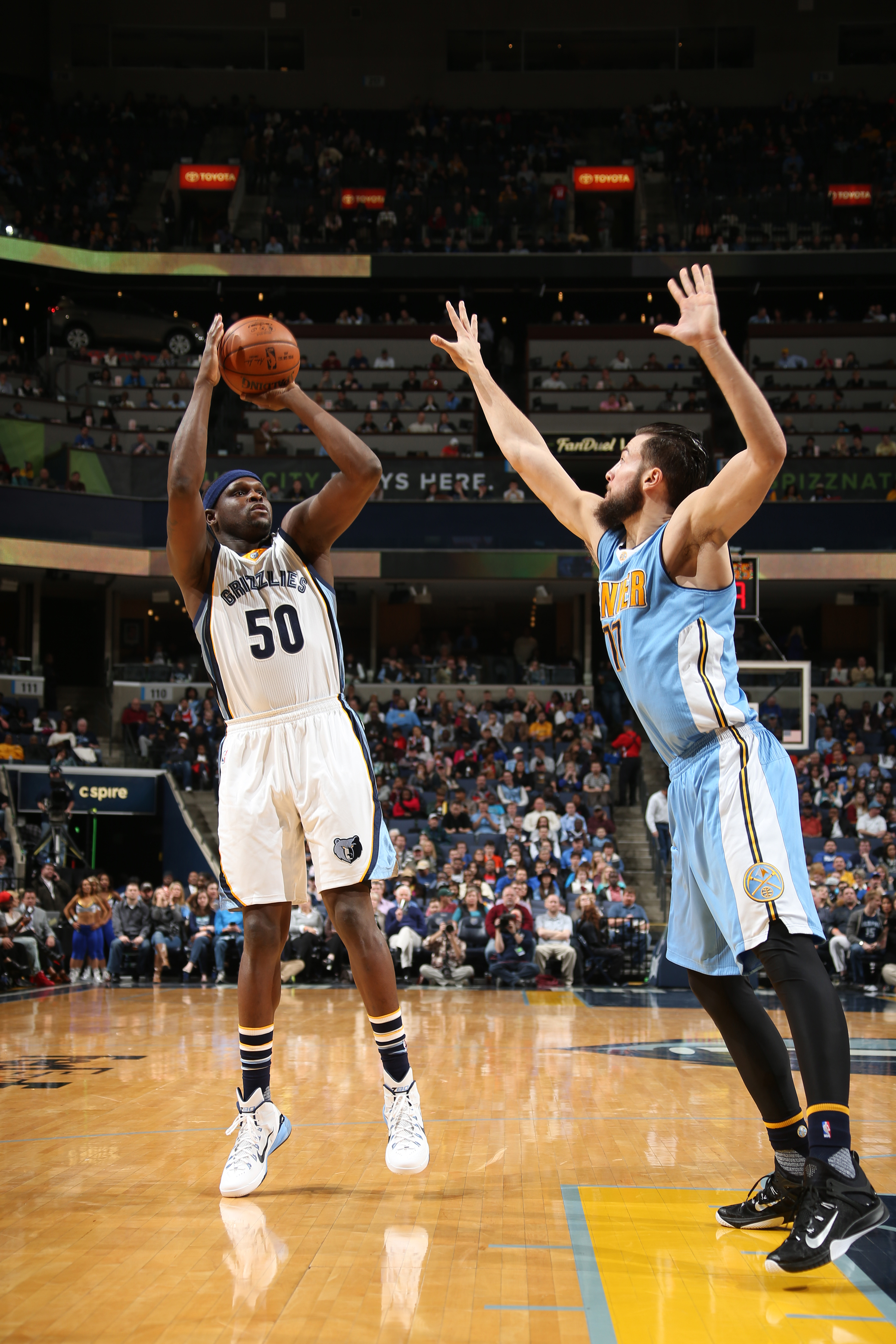 MEMPHIS, TN - JANUARY 8:  Zach Randolph #50 of the Memphis Grizzlies shoots the ball against the Denver Nuggets on January 8, 2016 at FedExForum in Memphis, Tennessee. (Photo by Joe Murphy/NBAE via Getty Images)