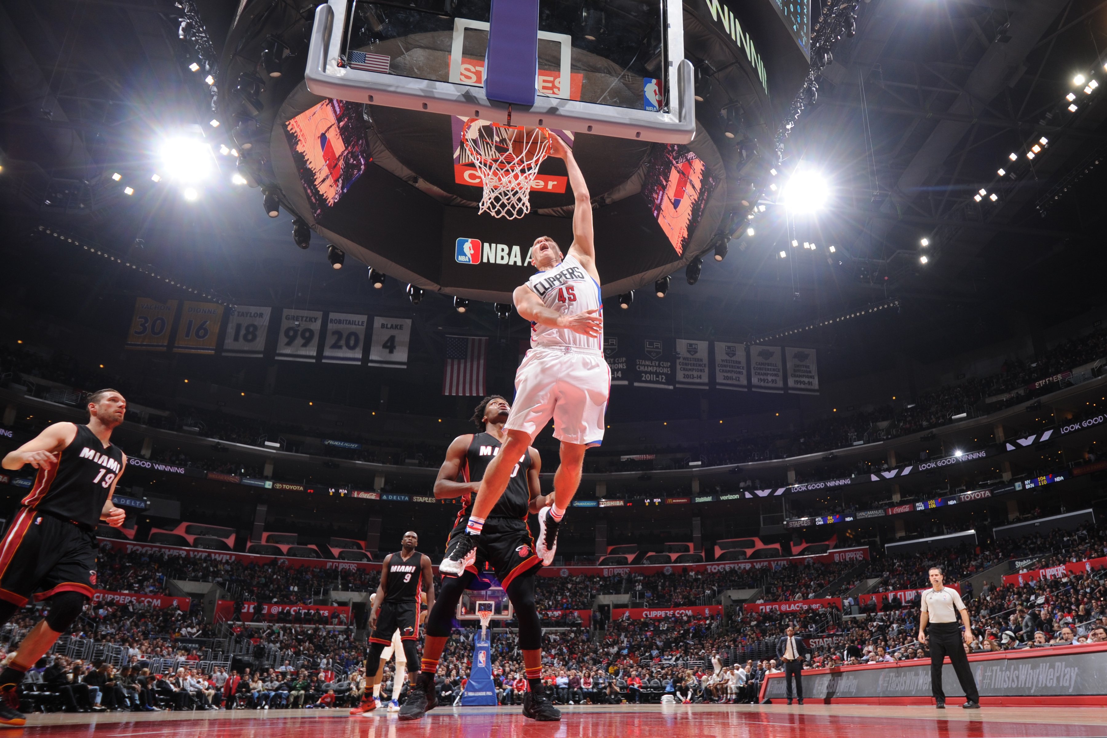 LOS ANGELES, CA - JANUARY 13:  Cole Aldrich #45 of the Los Angeles Clippers dunks during the game against the Miami Heat on January 13, 2016 at STAPLES Center in Los Angeles, California. (Photo by Andrew D. Bernstein/NBAE via Getty Images)