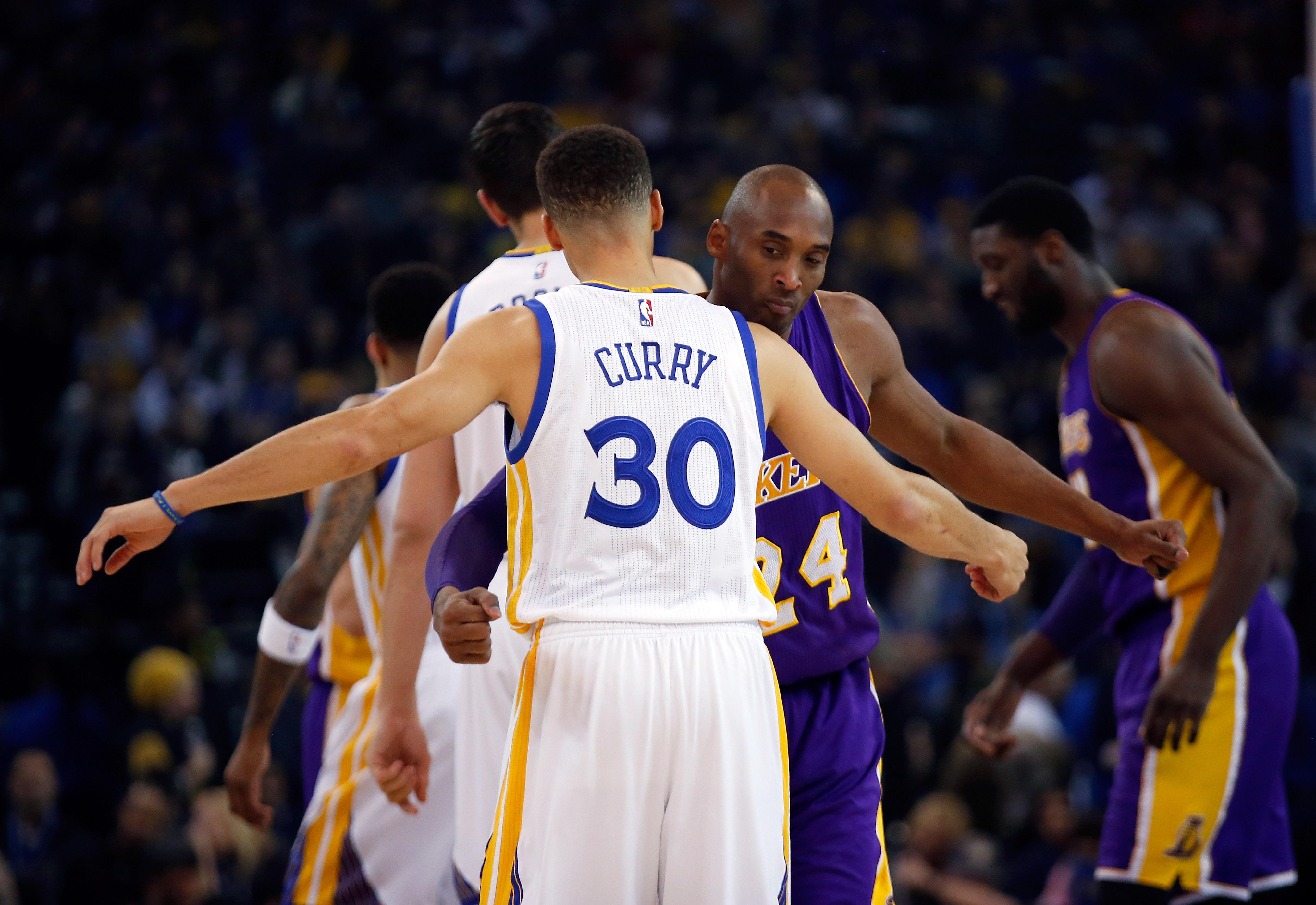 OAKLAND, CA - JANUARY 14:  Kobe Bryant #24 of the Los Angeles Lakers hugs Stephen Curry #30 of the Golden State Warriors before their game at ORACLE Arena on January 14, 2016 in Oakland, California. (Photo by Ezra Shaw/Getty Images)