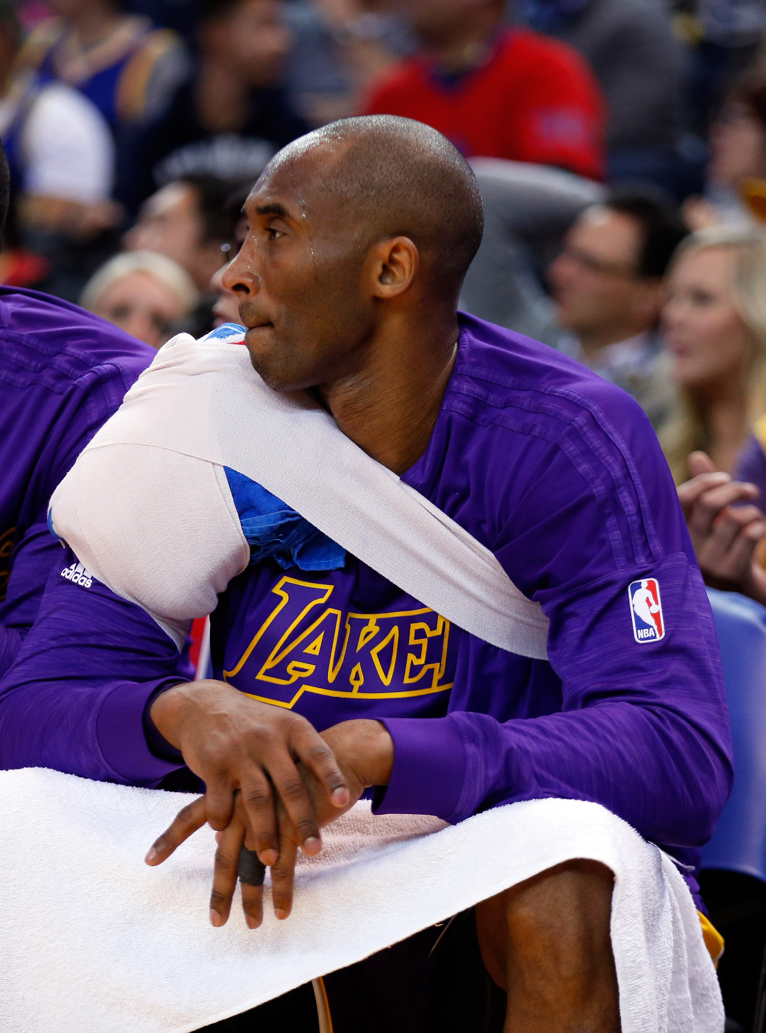 OAKLAND, CA - JANUARY 14:  Kobe Bryant #24 of the Los Angeles Lakers sits on the bench during their game against the Golden State Warriors at ORACLE Arena on January 14, 2016 in Oakland, California. (Photo by Ezra Shaw/Getty Images)