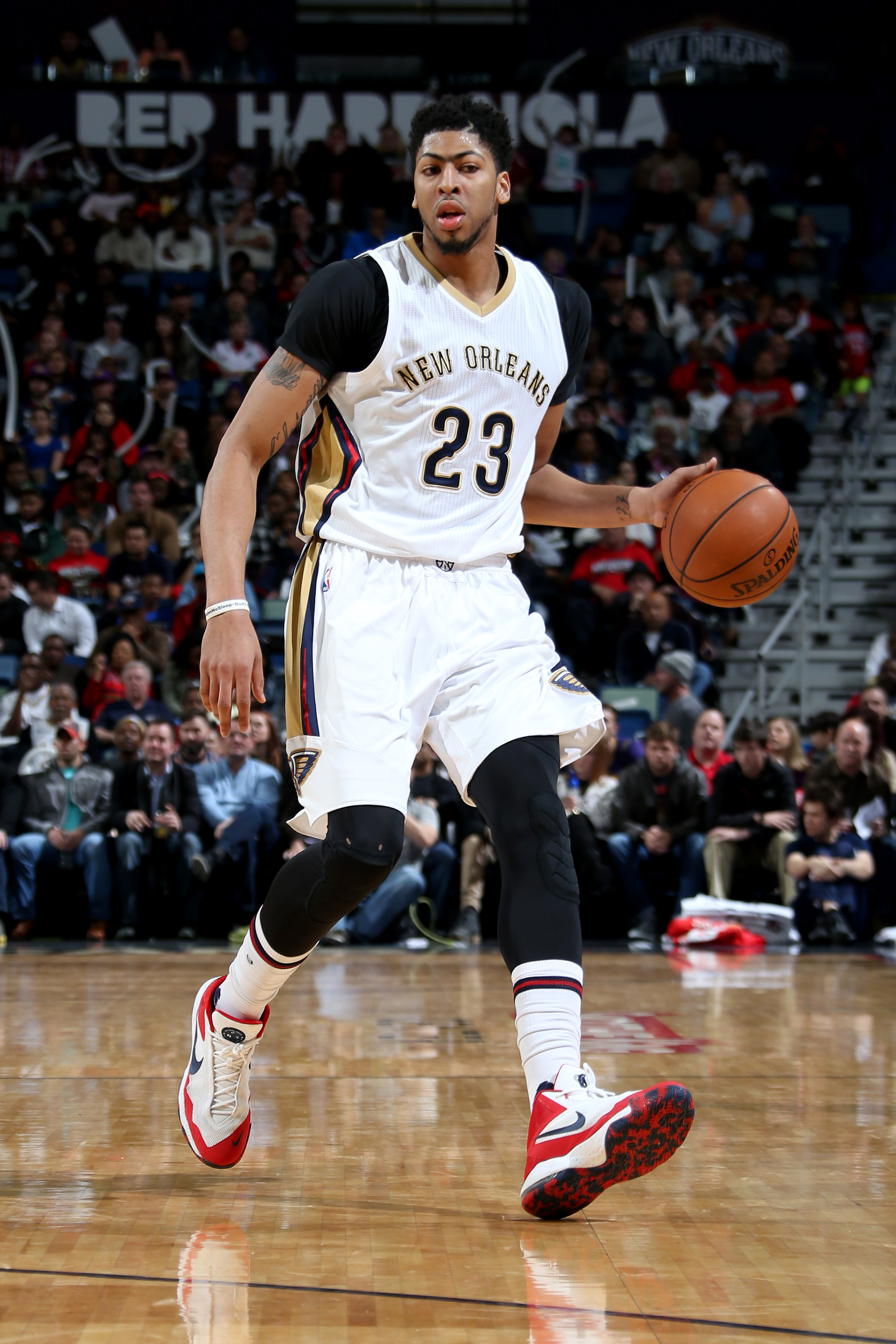 NEW ORLEANS, LA - JANUARY 23:  Anthony Davis #23 of the New Orleans Pelicans dribbles against the Milwaukee Bucks on January 23, 2016 at the Smoothie King Center in New Orleans, Louisiana. (Photo by Layne Murdoch Jr./NBAE via Getty Images)