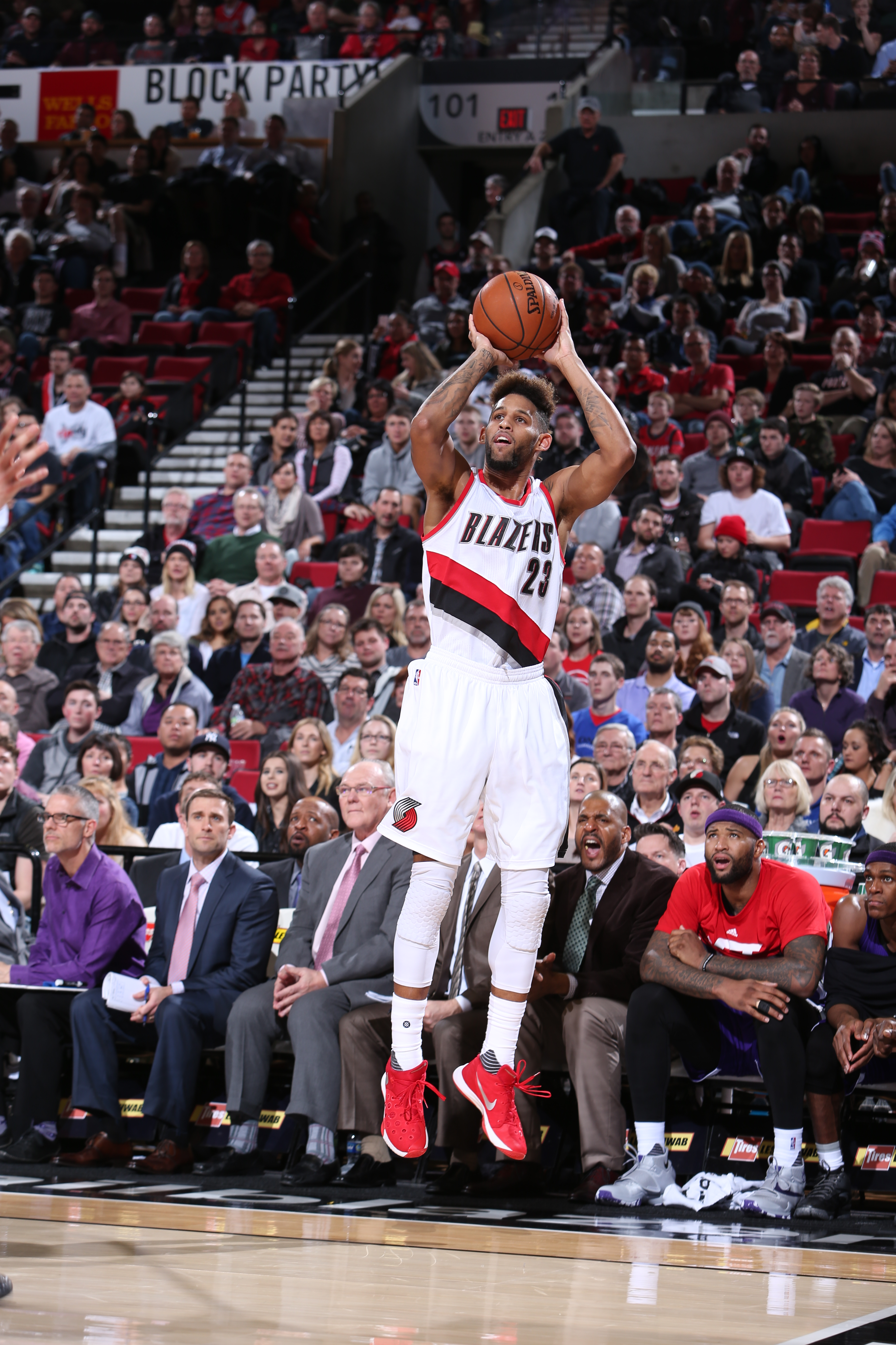 PORTLAND, OR - JANUARY 26:  Allen Crabbe #23 of the Portland Trail Blazers shoots against the Sacramento Kings on January 26, 2016 at the Moda Center in Portland, Oregon. (Photo by Sam Forencich/NBAE via Getty Images)