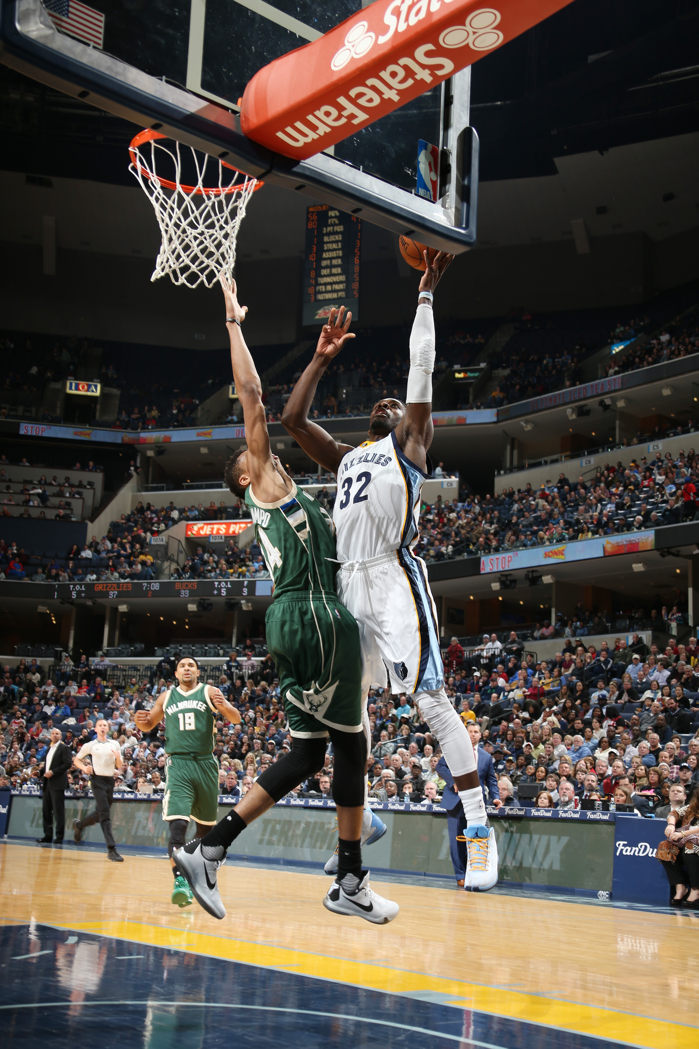 MEMPHIS, TN - JANUARY 28:  Jeff Green #32 of the Memphis Grizzlies shoots the ball against the Milwaukee Bucks on January 28, 2016 at FedExForum in Memphis, Tennessee. (Photo by Joe Murphy/NBAE via Getty Images)