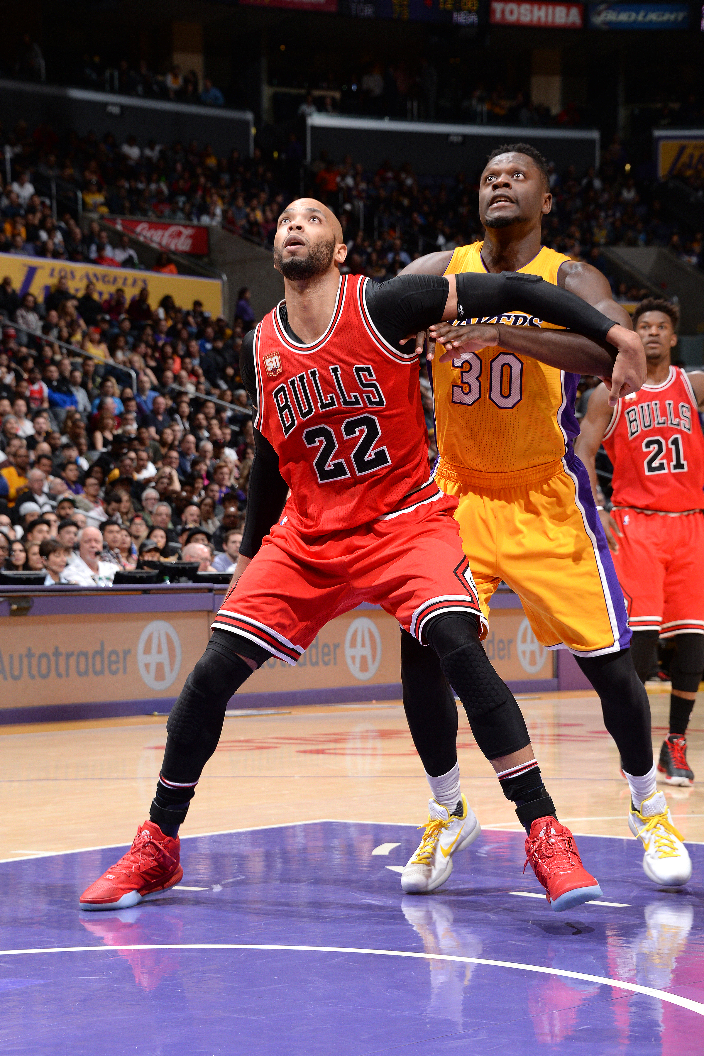 LOS ANGELES, CA - JANUARY 28: Taj Gibson #22 of the Chicago Bulls boxes out against Julius Randle #30 of the Los Angeles Lakers during the game on January 28, 2016 at STAPLES Center in Los Angeles, California. (Photo by Andrew D. Bernstein/NBAE via Getty