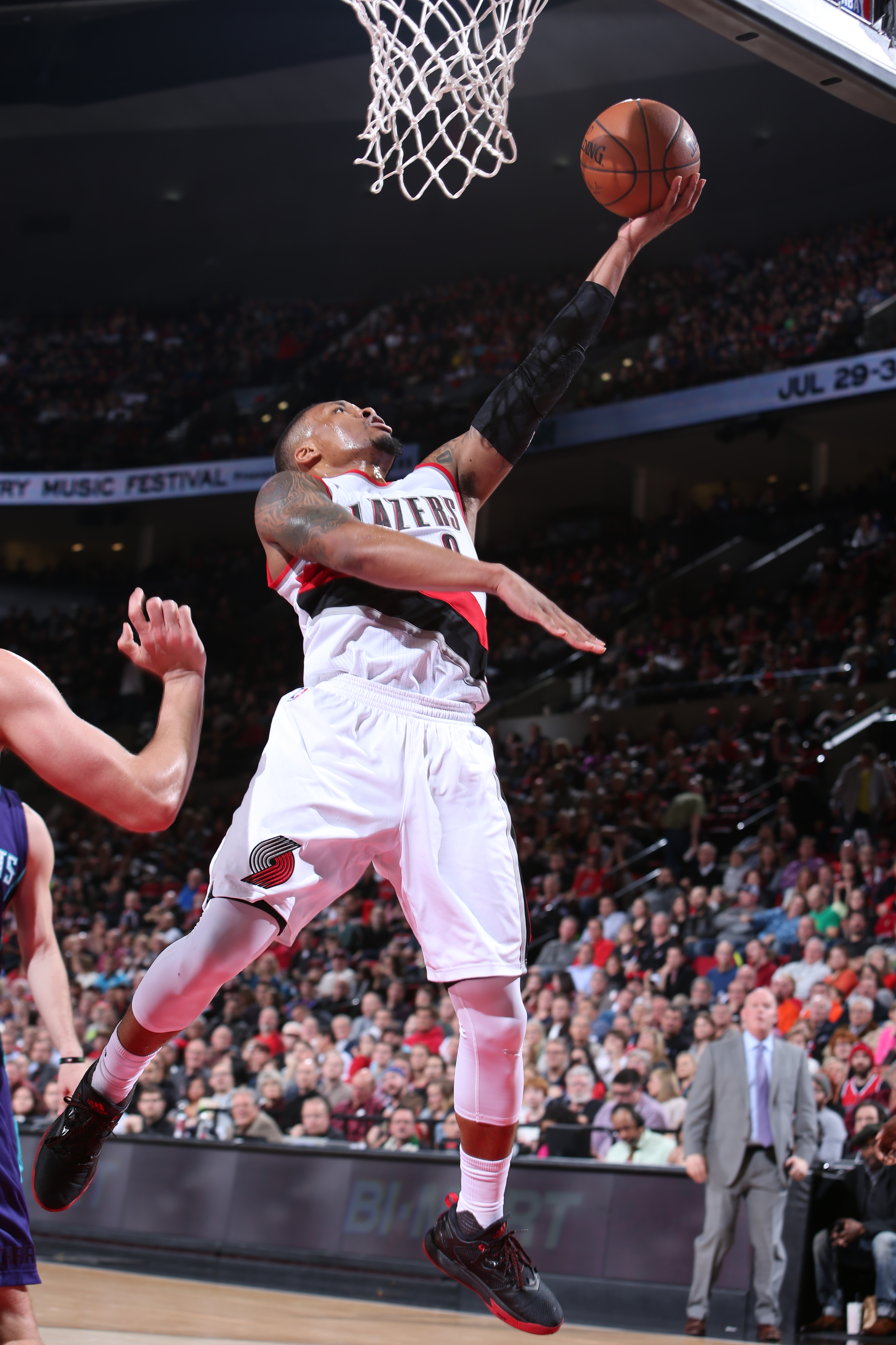 PORTLAND, OR - JANUARY 29: Damian Lillard #0 of the Portland Trail Blazers goes for the lay up against the Charlotte Hornets during the game on January 29, 2016 at Moda Center in Portland, Michigan. (Photo by Sam Forencich/NBAE via Getty Images)