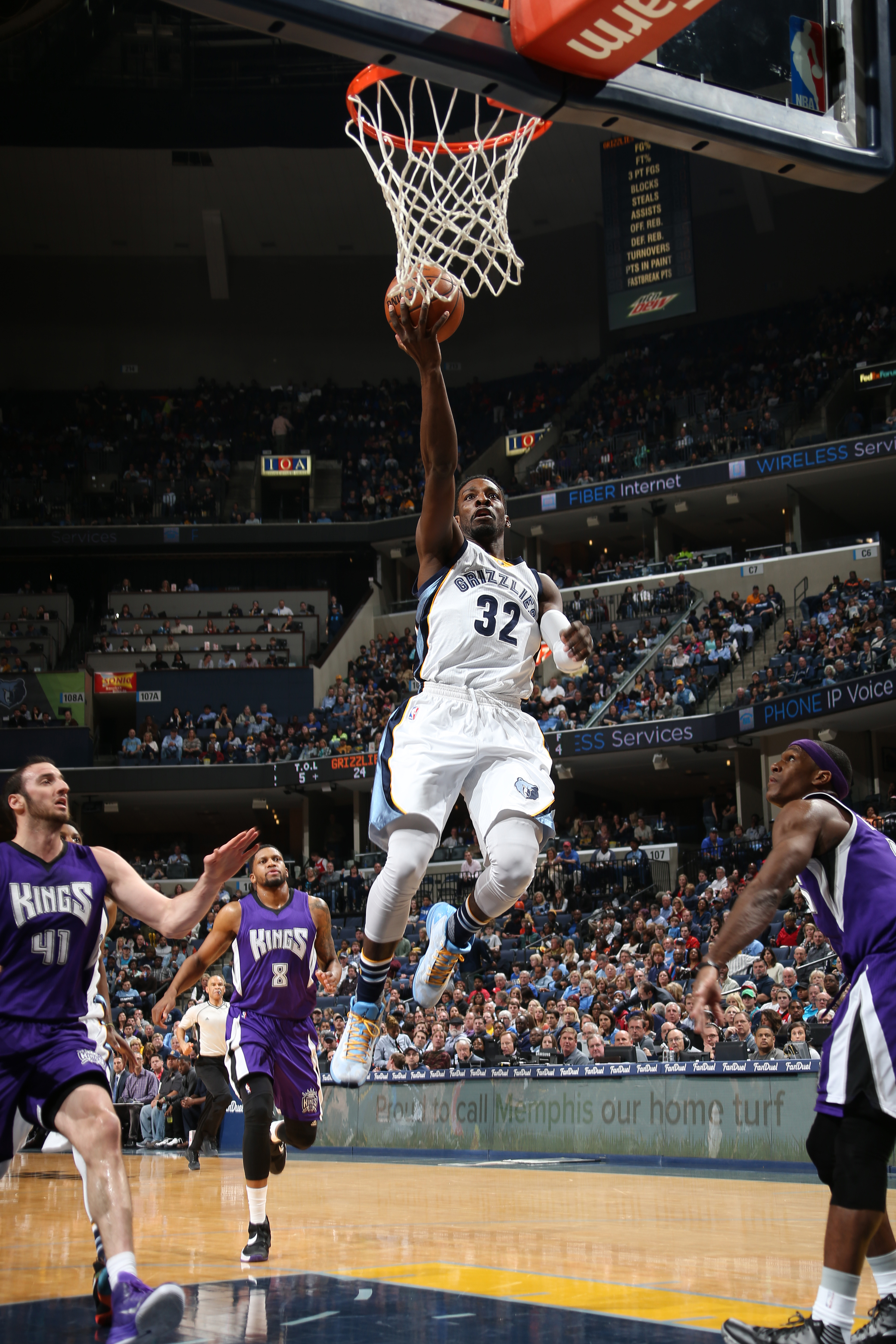 MEMPHIS, TN - JANUARY 30: Jeff Green #32 of the Memphis Grizzlies shoots the ball against the Sacramento Kings on January 30, 2016 in Memphis, Tennessee. (Photo by Joe Murphy/NBAE via Getty Images)