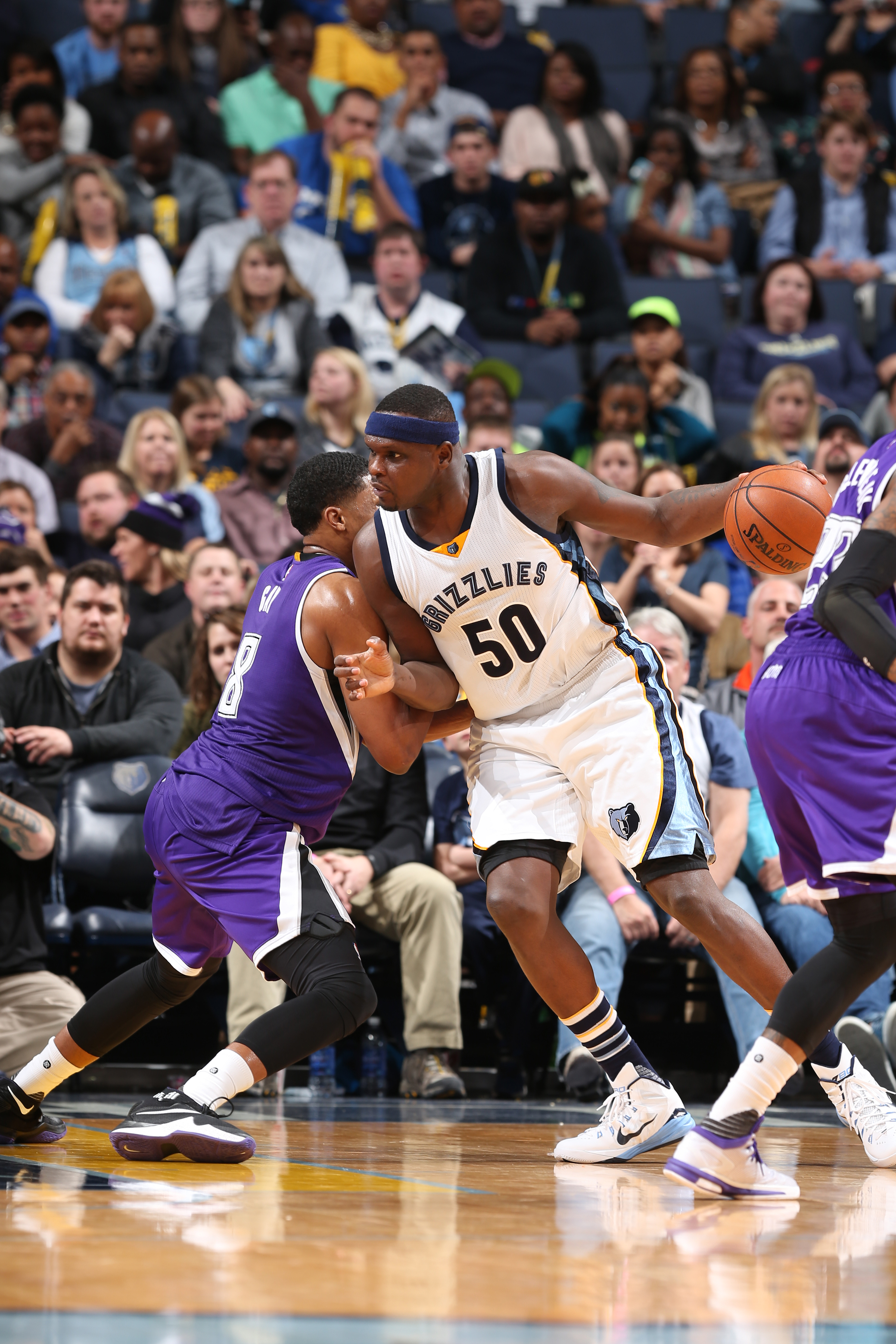 MEMPHIS, TN - JANUARY 30:  Zach Randolph #50 of the Memphis Grizzlies handles the ball against the Sacramento Kings on January 30, 2016 in Memphis, Tennessee. (Photo by Joe Murphy/NBAE via Getty Images)