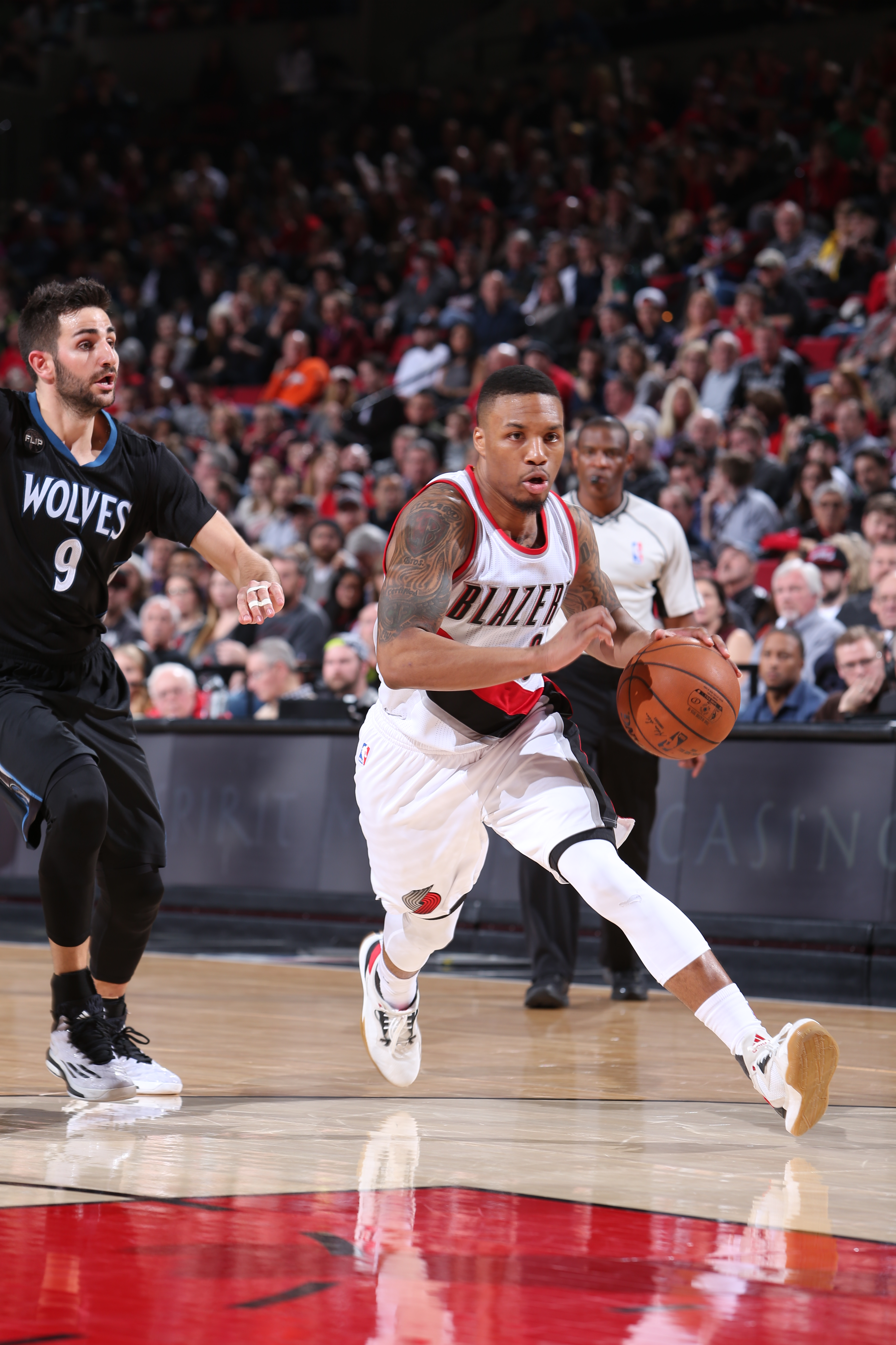 PORTLAND, OR - JANUARY 31:  Damian Lillard #0 of the Portland Trail Blazers drives to the basket against the Minnesota Timberwolves on January 31, 2016 at the Moda Center in Portland, Oregon. (Photo by Sam Forencich/NBAE via Getty Images)