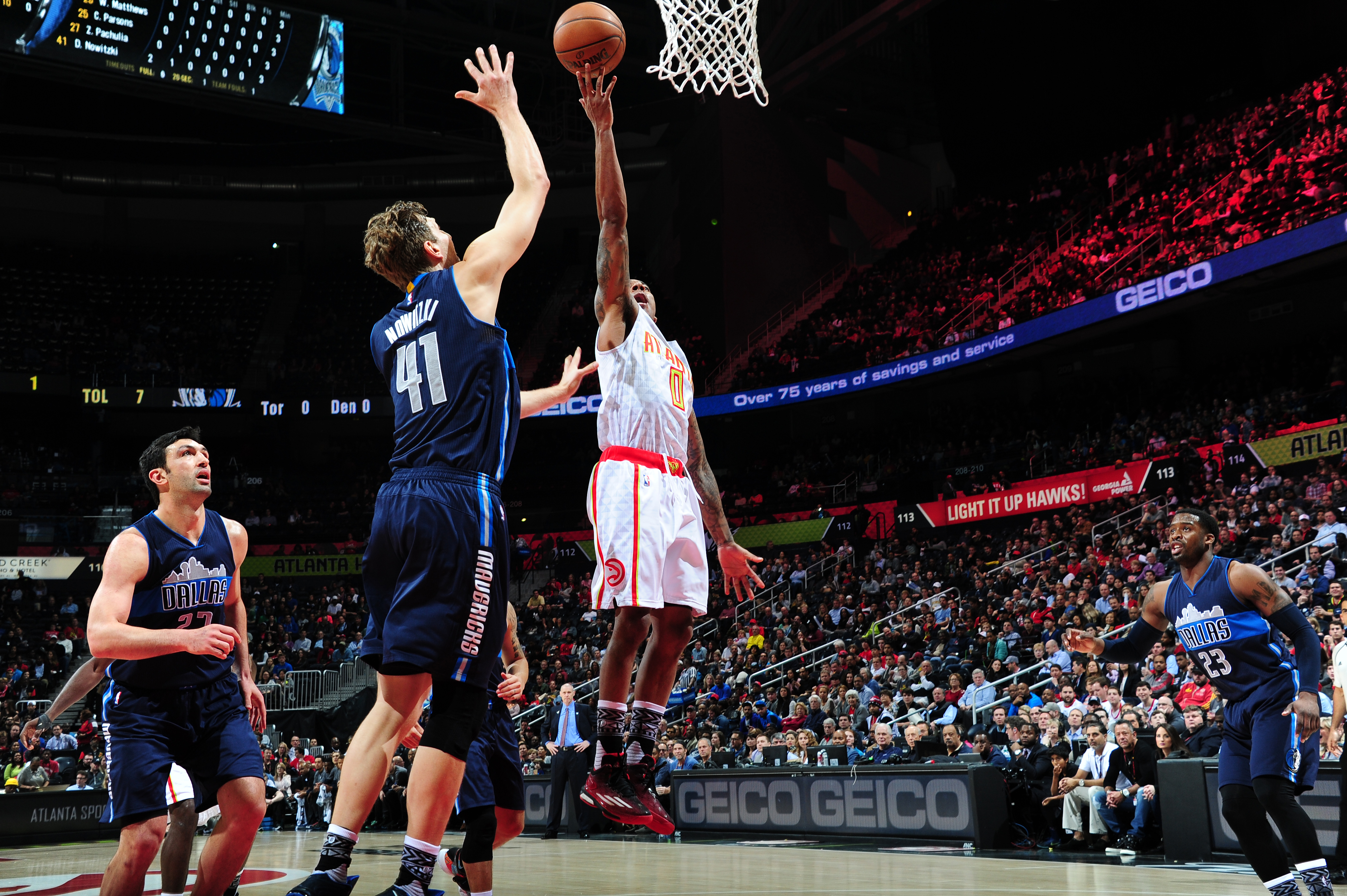ATLANTA, GA - FEBRUARY 1: Jeff Teague #0 of the Atlanta Hawks shoots the ball against the Dallas Mavericks on February 1, 2016 at Philips Arena in Atlanta, Georgia.  (Photo by Scott Cunningham/NBAE via Getty Images)
