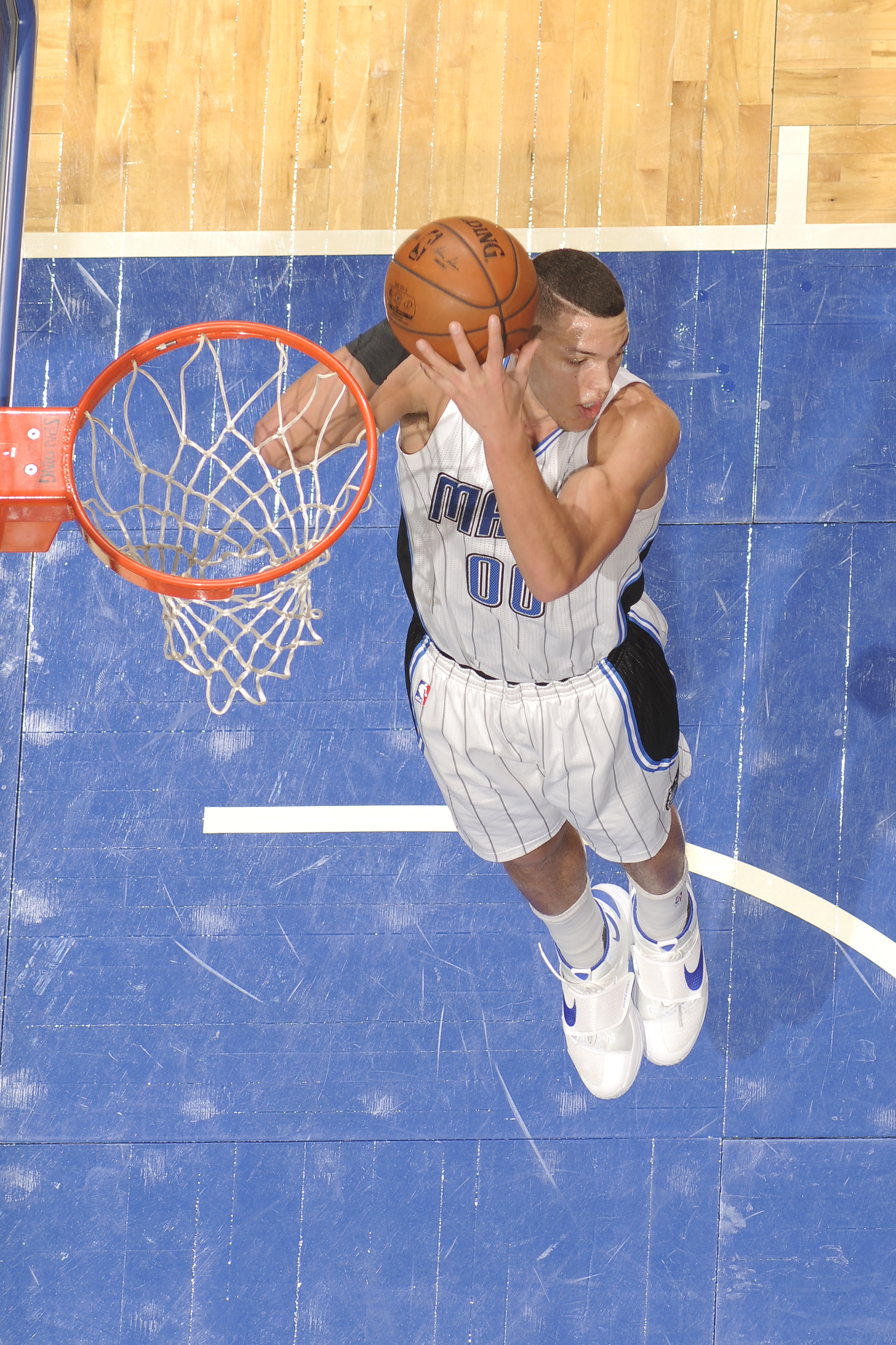 ORLANDO, FL - FEBRUARY 21: Aaron Gordon #00 of the Orlando Magic grabs the rebound against the Indiana Pacers  on February 21, 2016 at the Amway Center in Orlando, Florida. (Photo by Fernando Medina/NBAE via Getty Images)
