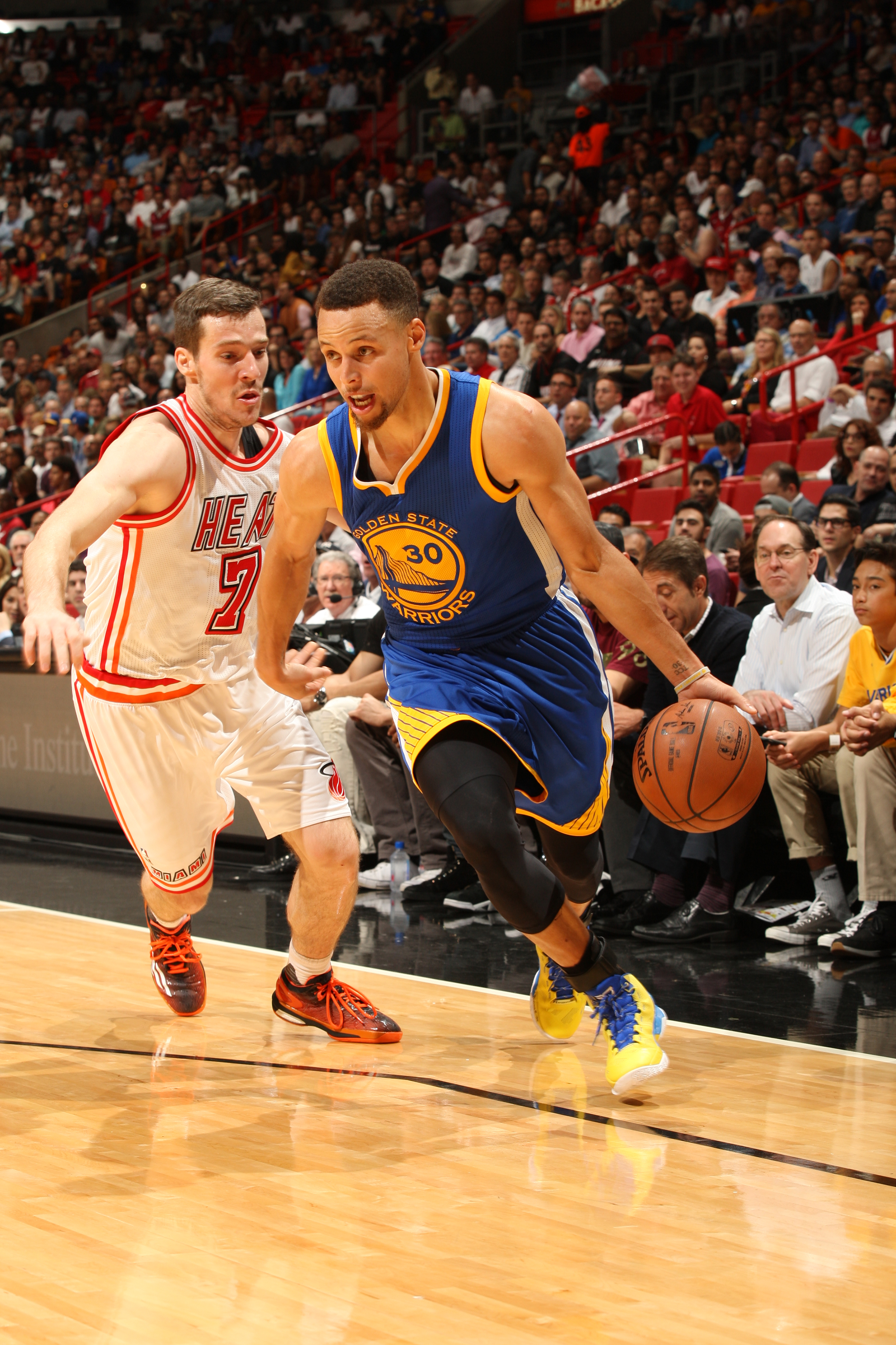 MIAMI, FL - FEBRUARY 24:  Stephen Curry #30 of the Golden State Warriors drives to the basket against Goran Dragic #7 of the Miami Heat on February 24, 2016 at American Airlines Arena in Miami, Florida. (Photo by Oscar Baldizon/NBAE via Getty Images)