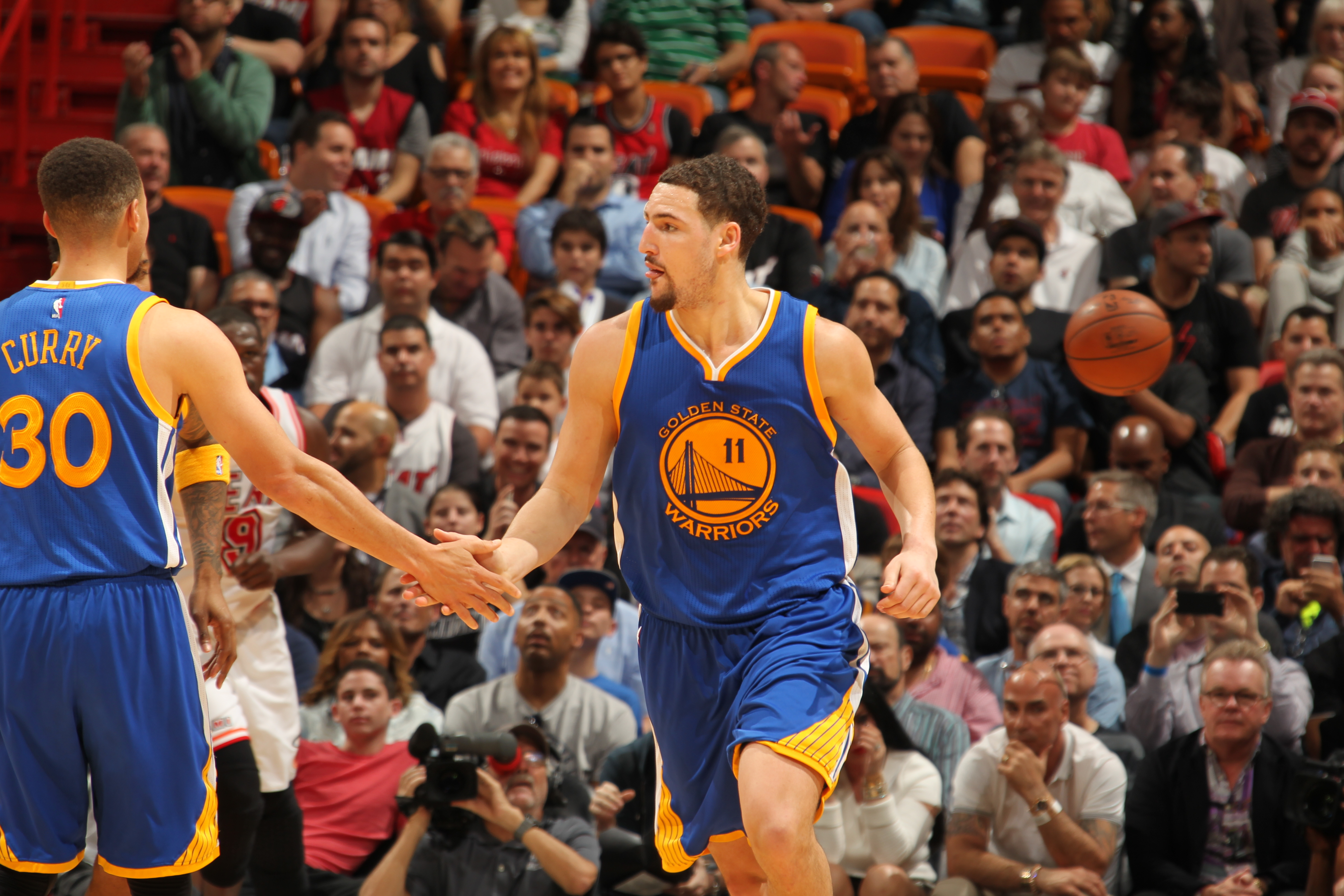 MIAMI, FL - FEBRUARY 24:  Klay Thompson #11 of the Golden State Warriors shakes hands with Stephen Curry #30 of the Golden State Warriors during the game against the Miami Heat on February 24, 2016 at American Airlines Arena in Miami, Florida. (Photo by I