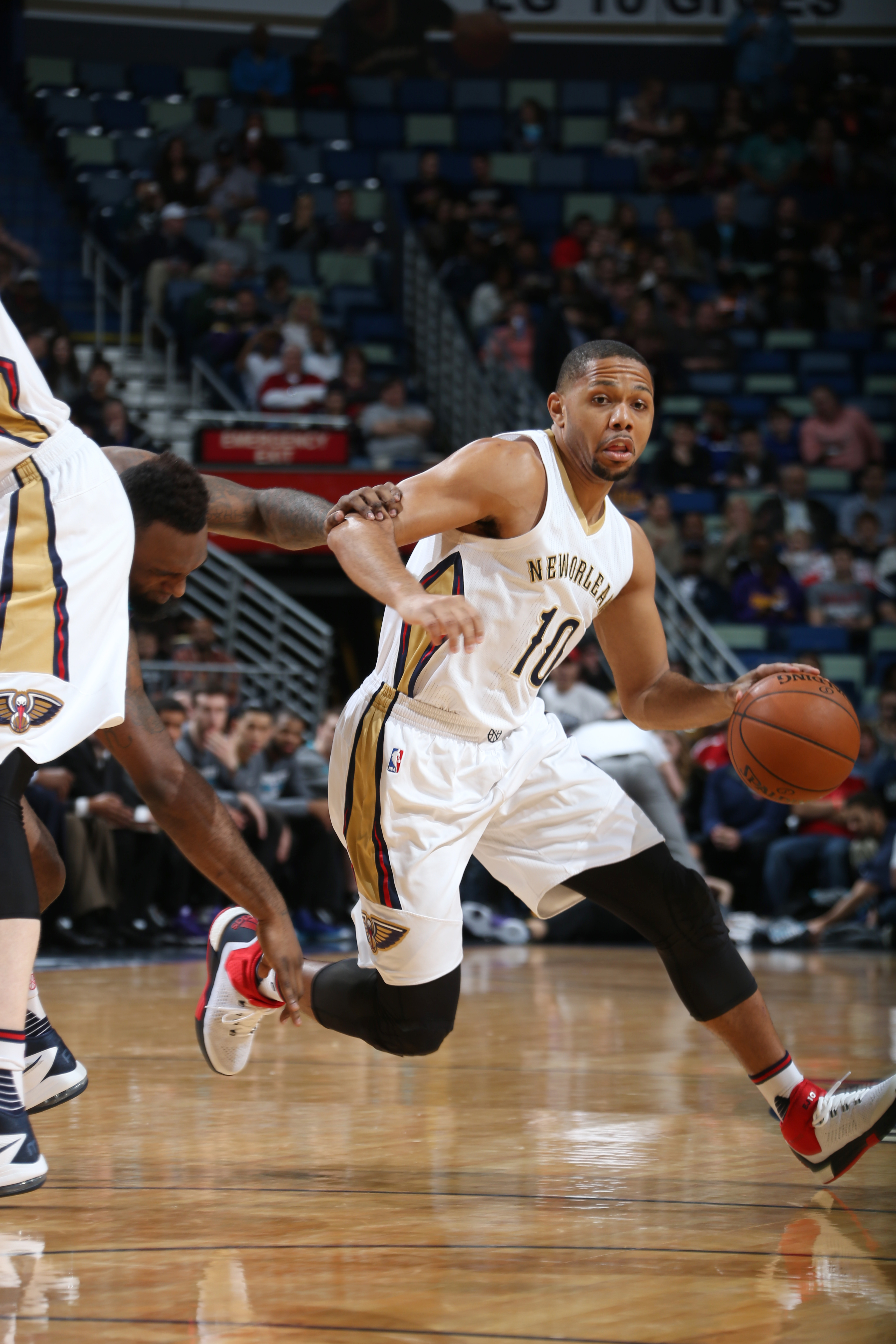 NEW ORLEANS, LA - JANUARY 15: Eric Gordon #10 of the New Orleans Pelicans drives to the basket against the Charlotte Hornets during the game on January 15, 2016 at Smoothie King Center in New Orleans, Louisiana. (Photo by Layne Murdoch Jr./NBAE via Getty