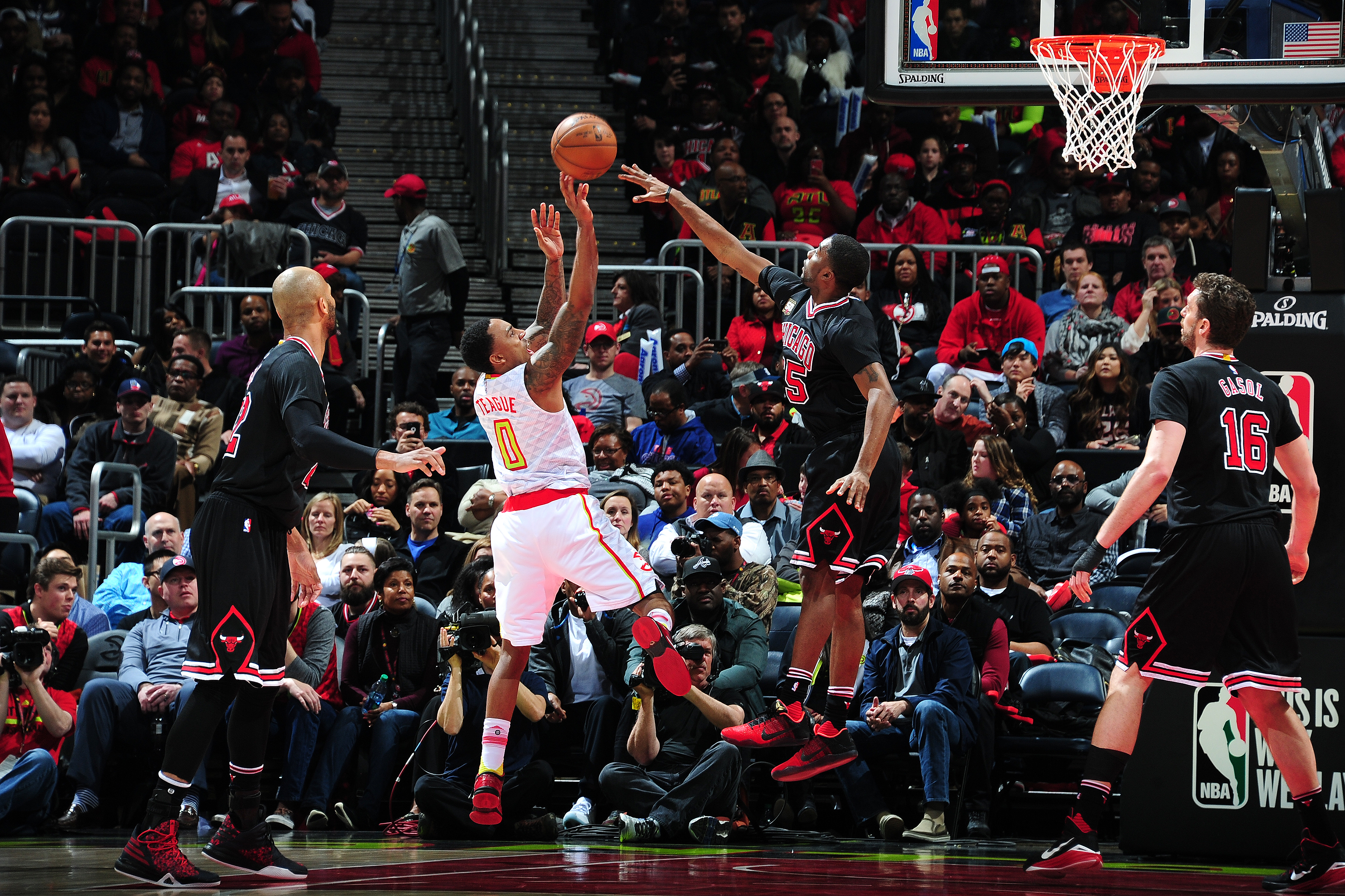 ATLANTA, GA - FEBRUARY 26: Jeff Teague #0 of the Atlanta Hawks shoots the ball during the game against the Chicago Bulls on February 26, 2016 at Philips Arena in Atlanta, Georgia.  (Photo by Scott Cunningham/NBAE via Getty Images)