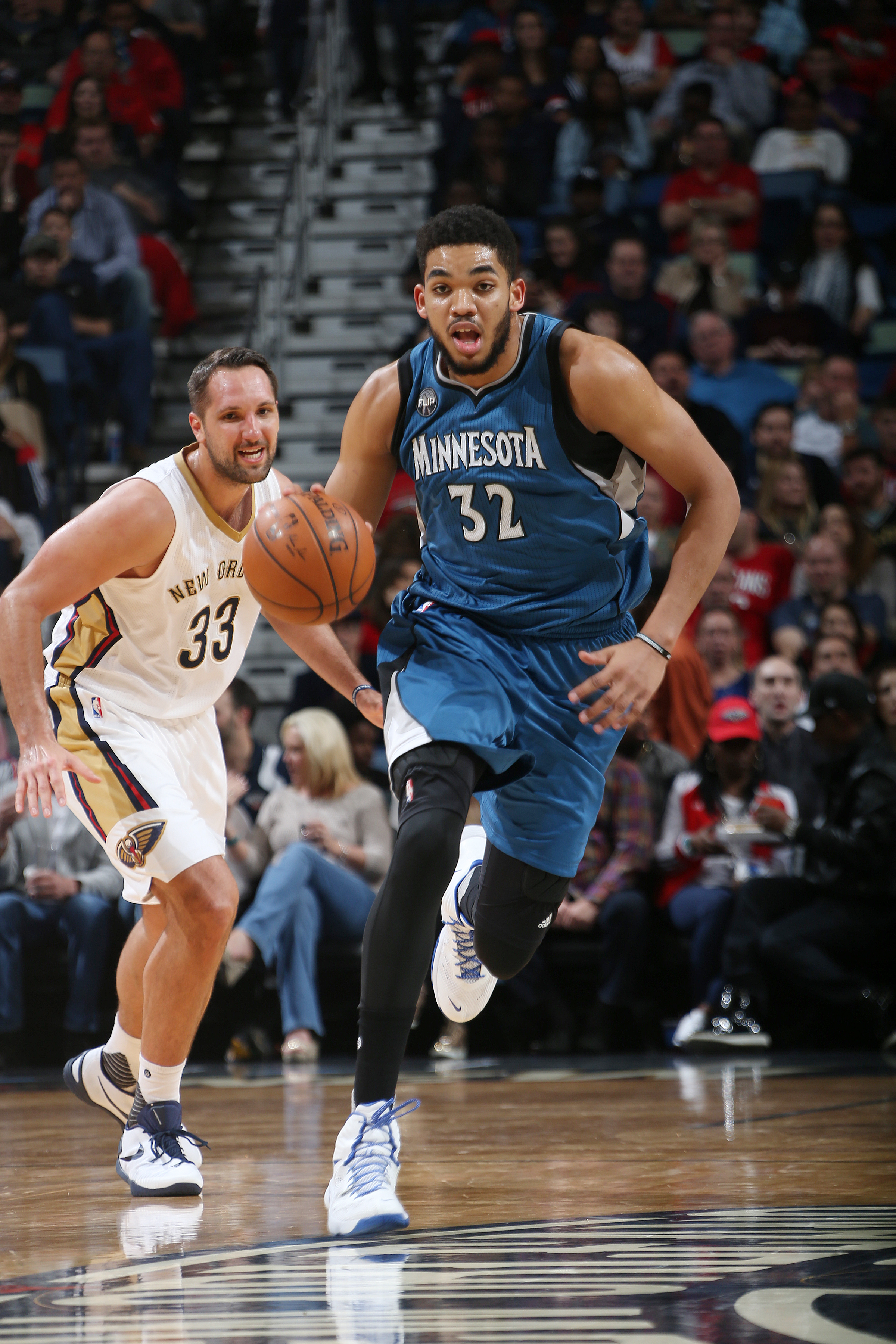 NEW ORLEANS, LA - FEBRUARY 27:  Karl-Anthony Towns #32 of the Minnesota Timberwolves handles the ball against the New Orleans Pelicans on February 27, 2016 at the Smoothie King Center in New Orleans, Louisiana. (Photo by Layne Murdoch Jr./NBAE via Getty I