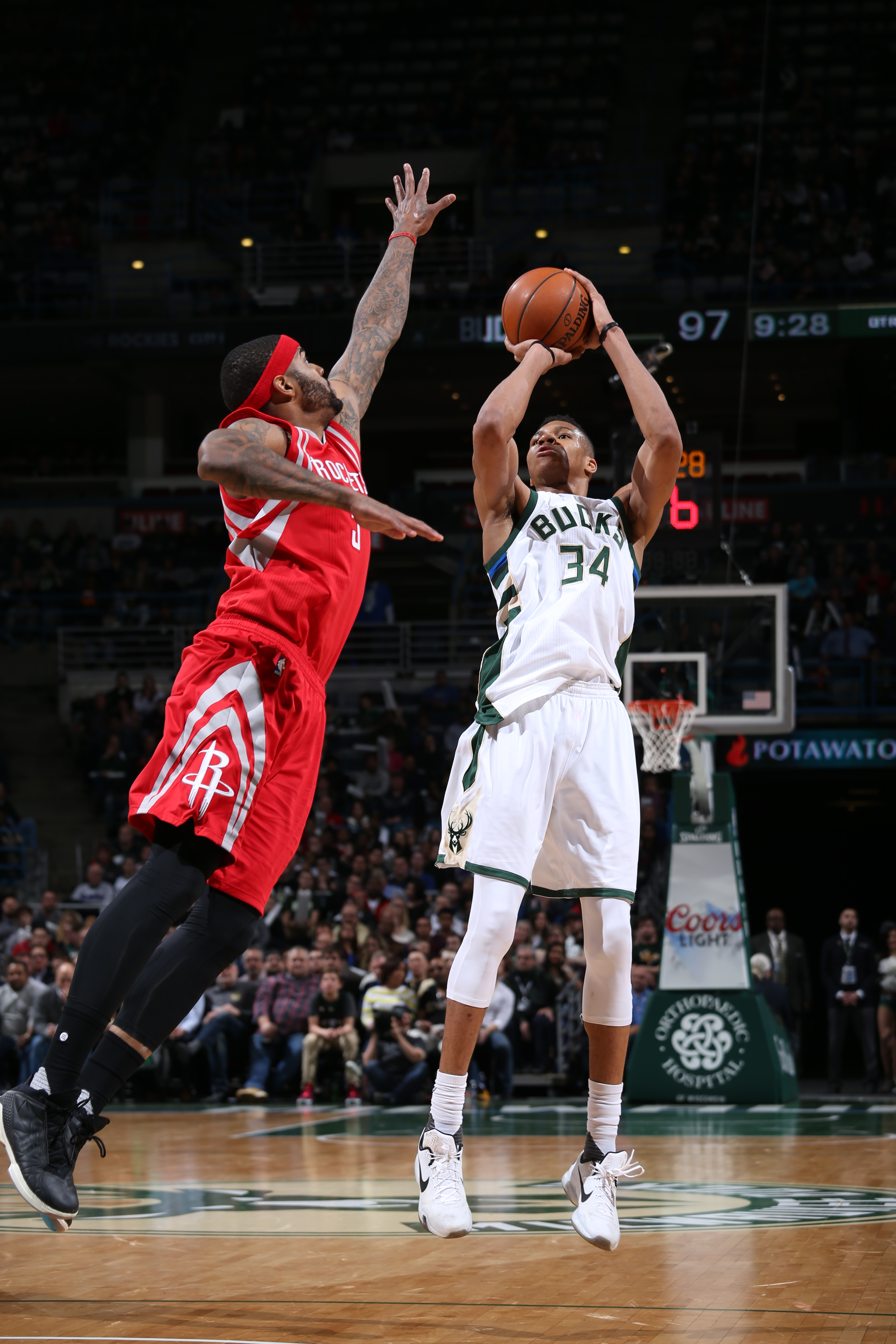MILWAUKEE, WI - FEBRUARY 29:  Giannis Antetokounmpo #34 of the Milwaukee Bucks shoots against Josh Smith #5 of the Houston Rockets on February 29, 2016 at the BMO Harris Bradley Center in Milwaukee, Wisconsin. (Photo by Gary Dineen/NBAE via Getty Images)