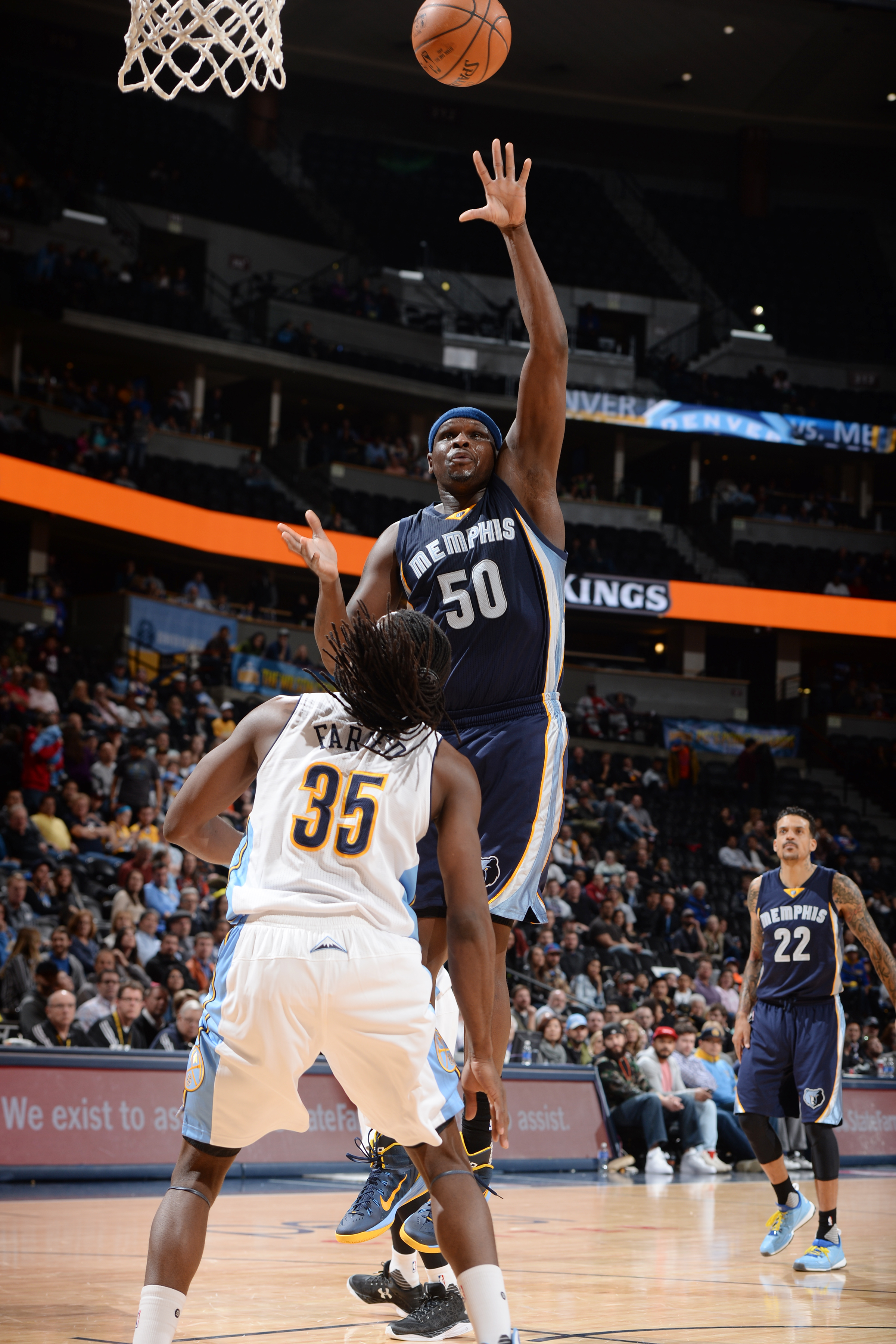 DENVER, CO - FEBRUARY 29:  Zach Randolph #50 of the Memphis Grizzlies shoots the ball against the Denver Nuggets on February 29, 2016 at the Pepsi Center in Denver, Colorado. (Photo by Garrett Ellwood/NBAE via Getty Images)