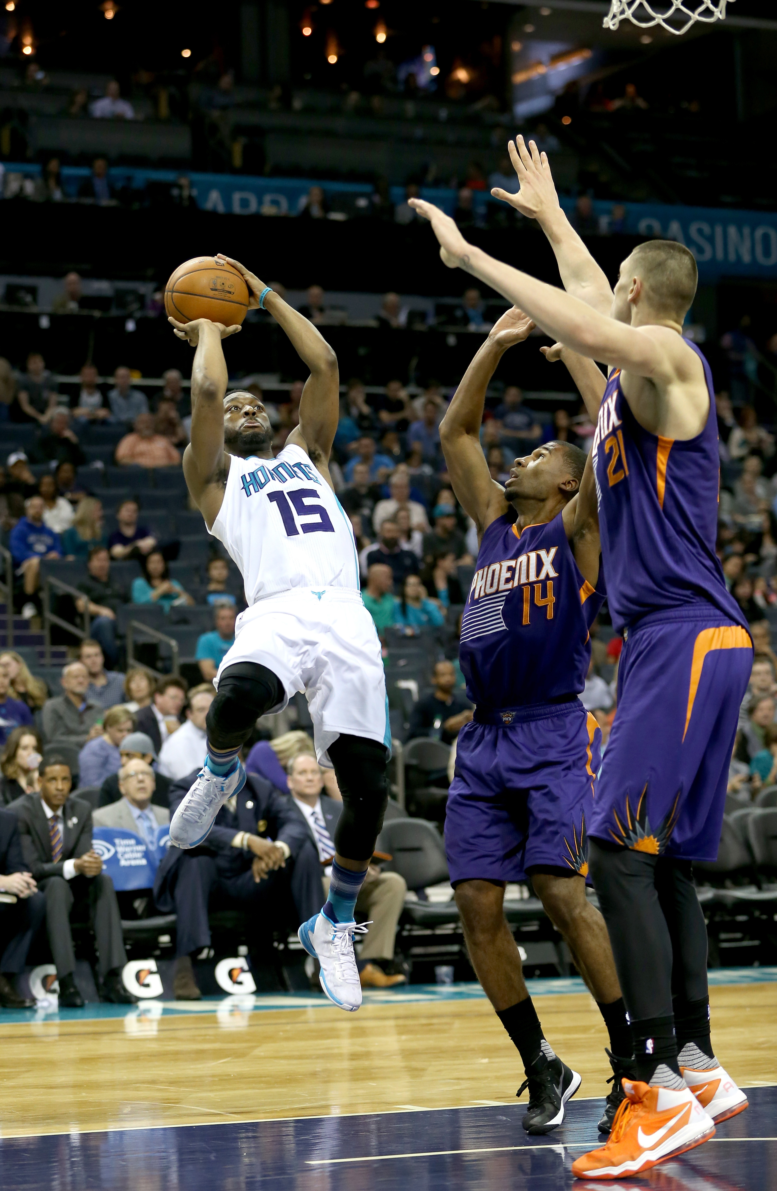 CHARLOTTE, NC - MARCH 01:  Kemba Walker #15 of the Charlotte Hornets shoots over Ronnie Price #14 of the Phoenix Suns during their game at Time Warner Cable Arena on March 1, 2016 in Charlotte, North Carolina.  (Photo by Streeter Lecka/Getty Images)