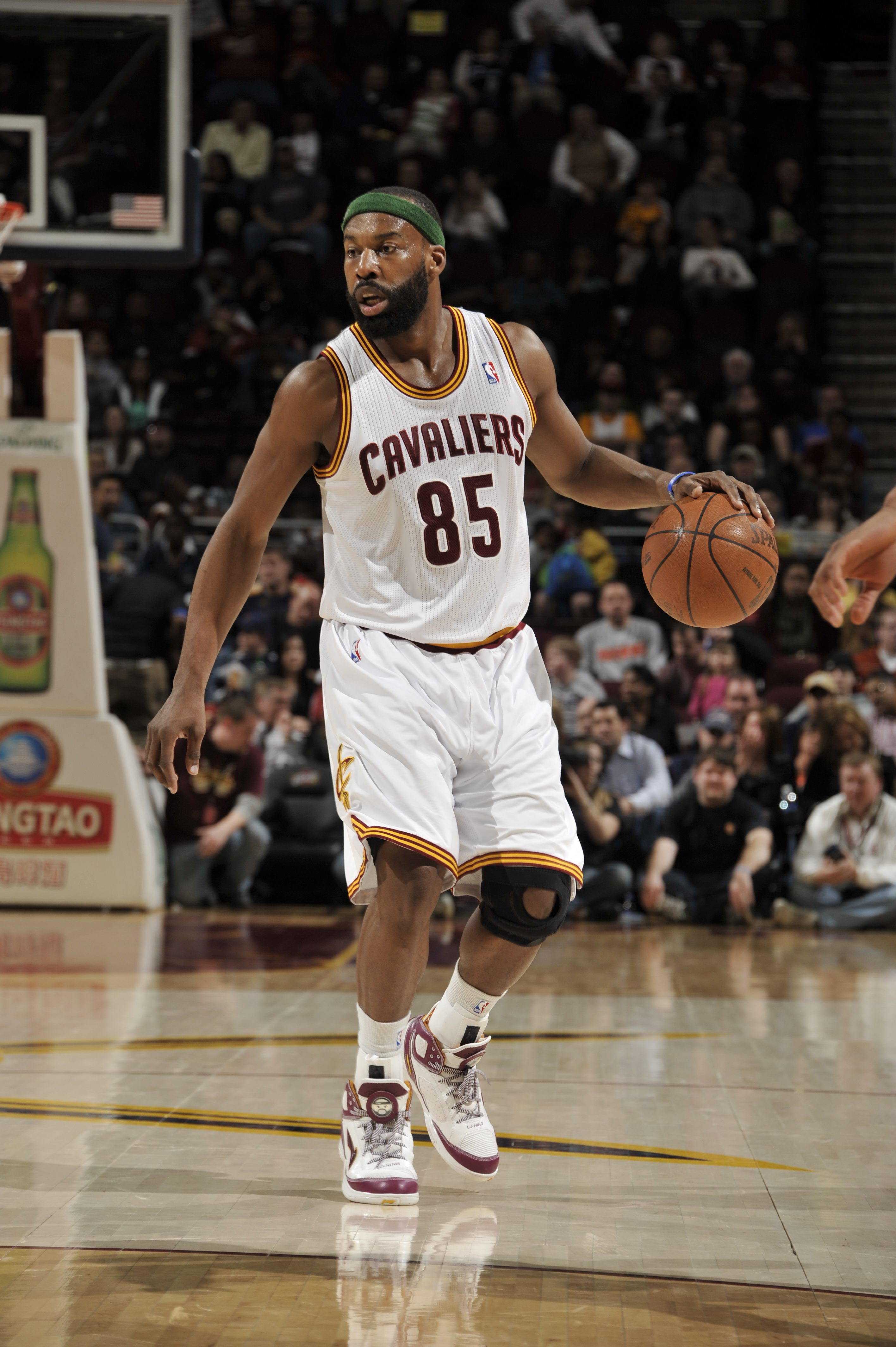 CLEVELAND, OH- APRIL 5: Baron Davis #85 of the Cleveland Cavaliers  moves the ball against the Charlotte Bobcats at The Quicken Loans Arena on April 5, 2011 in Cleveland, Ohio. (Photo by David Liam Kyle/NBAE via Getty Images)