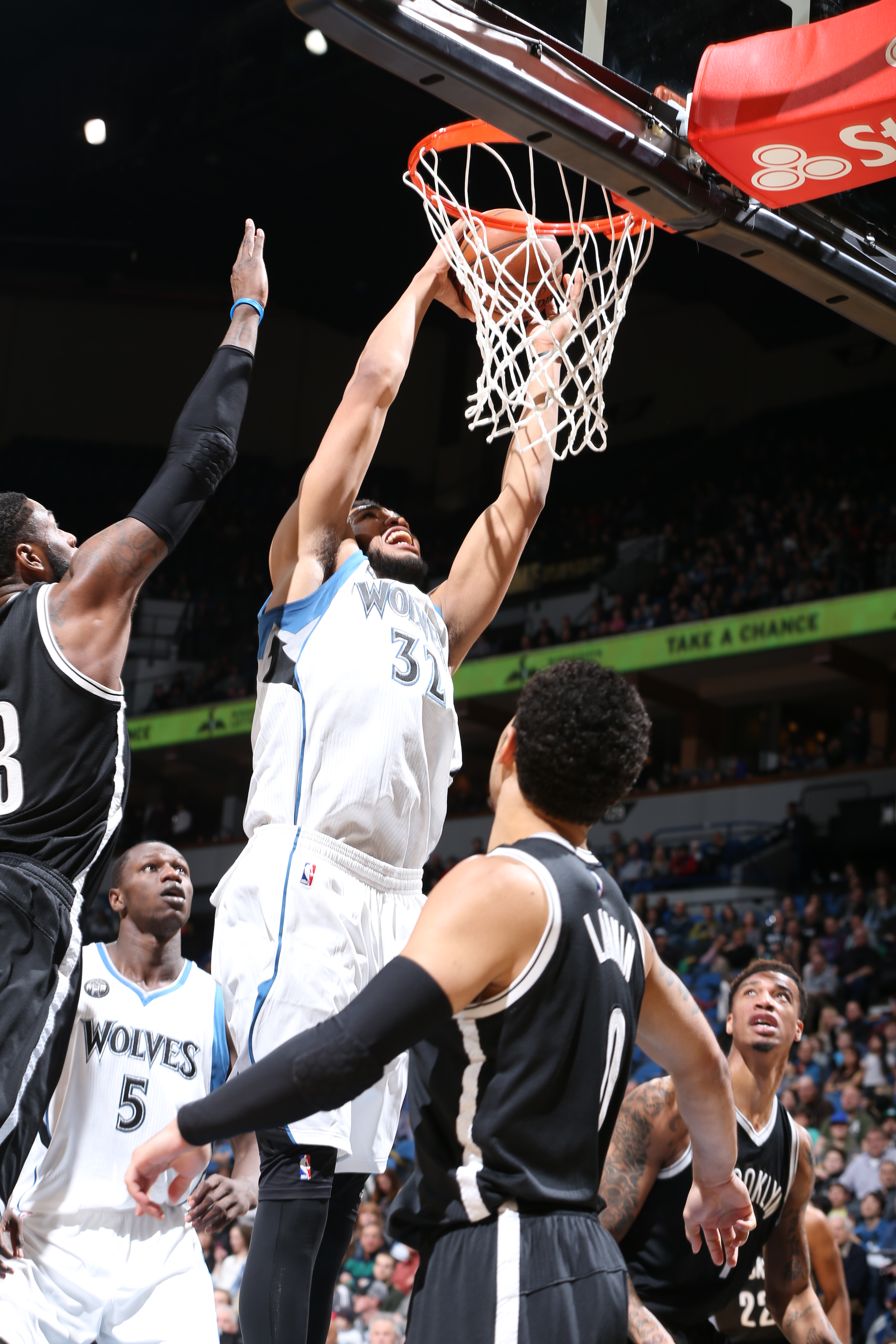 MINNEAPOLIS, MN - MARCH 5:  Karl-Anthony Towns #32 of the Minnesota Timberwolves dunks against the Brooklyn Nets on March 5, 2016 at Target Center in Minneapolis, Minnesota. (Photo by David Sherman/NBAE via Getty Images)