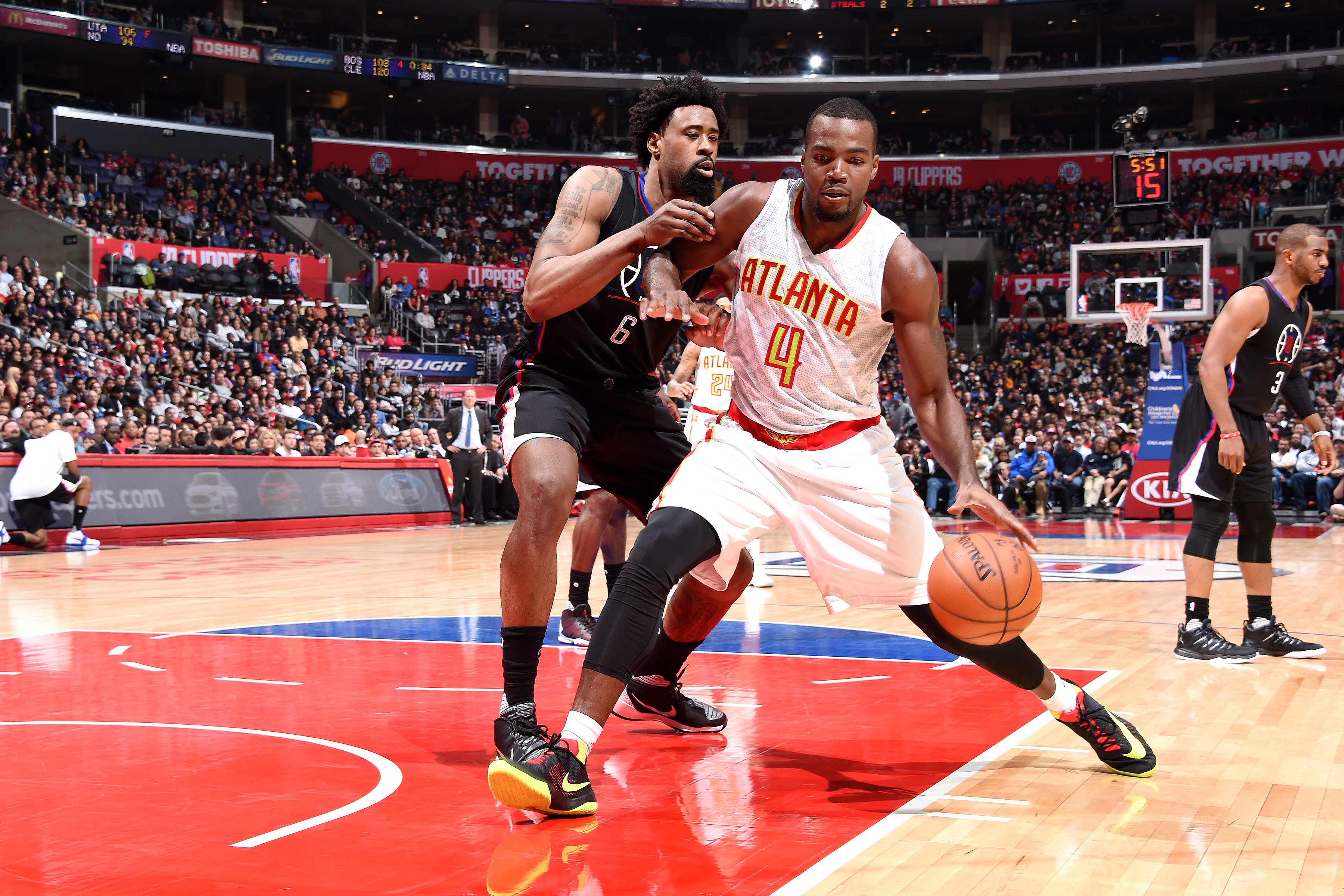 LOS ANGELES, CA - MARCH 5: Paul Millsap #4 of the Atlanta Hawks handles the ball during the game against the Los Angeles Clippers on March 5, 2016 at STAPLES Center in Los Angeles, California. (Photo by Andrew D. Bernstein/NBAE via Getty Images)