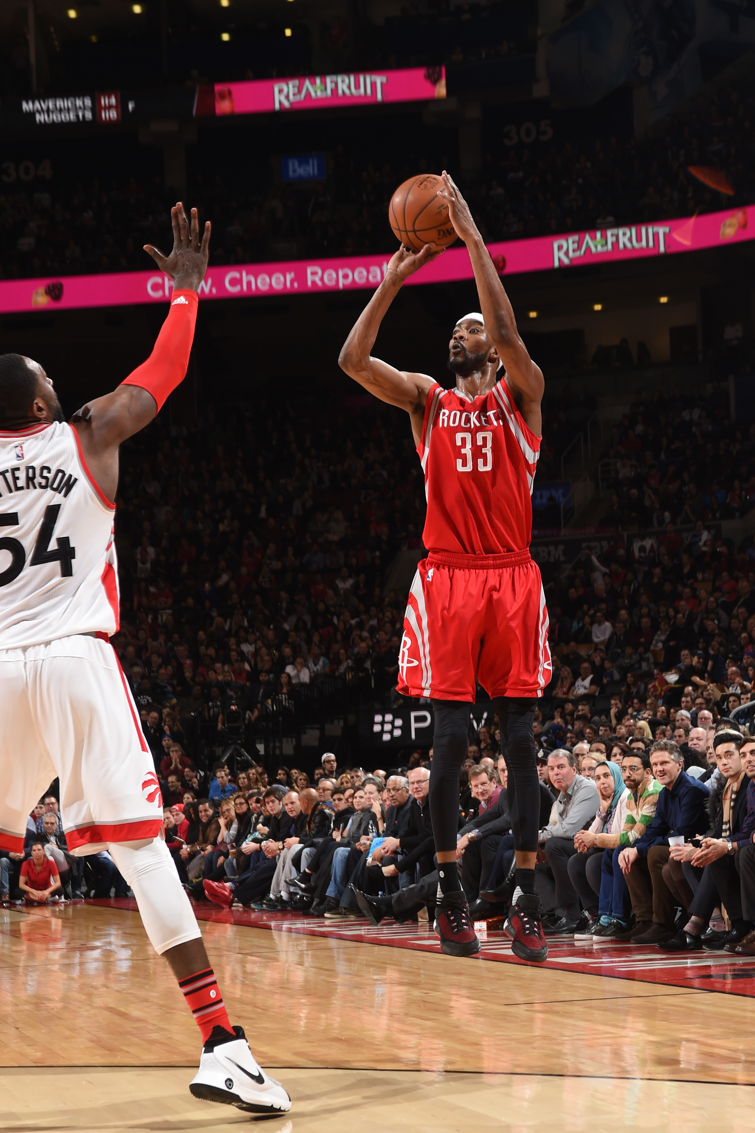 TORONTO, CANADA - MARCH 6: Corey Brewer #33 of the Houston Rockets shoots the ball against the Toronto Raptors on March 6, 2016 at the Air Canada Centre in Toronto, Ontario, Canada.  (Photo by Ron Turenne/NBAE via Getty Images)
