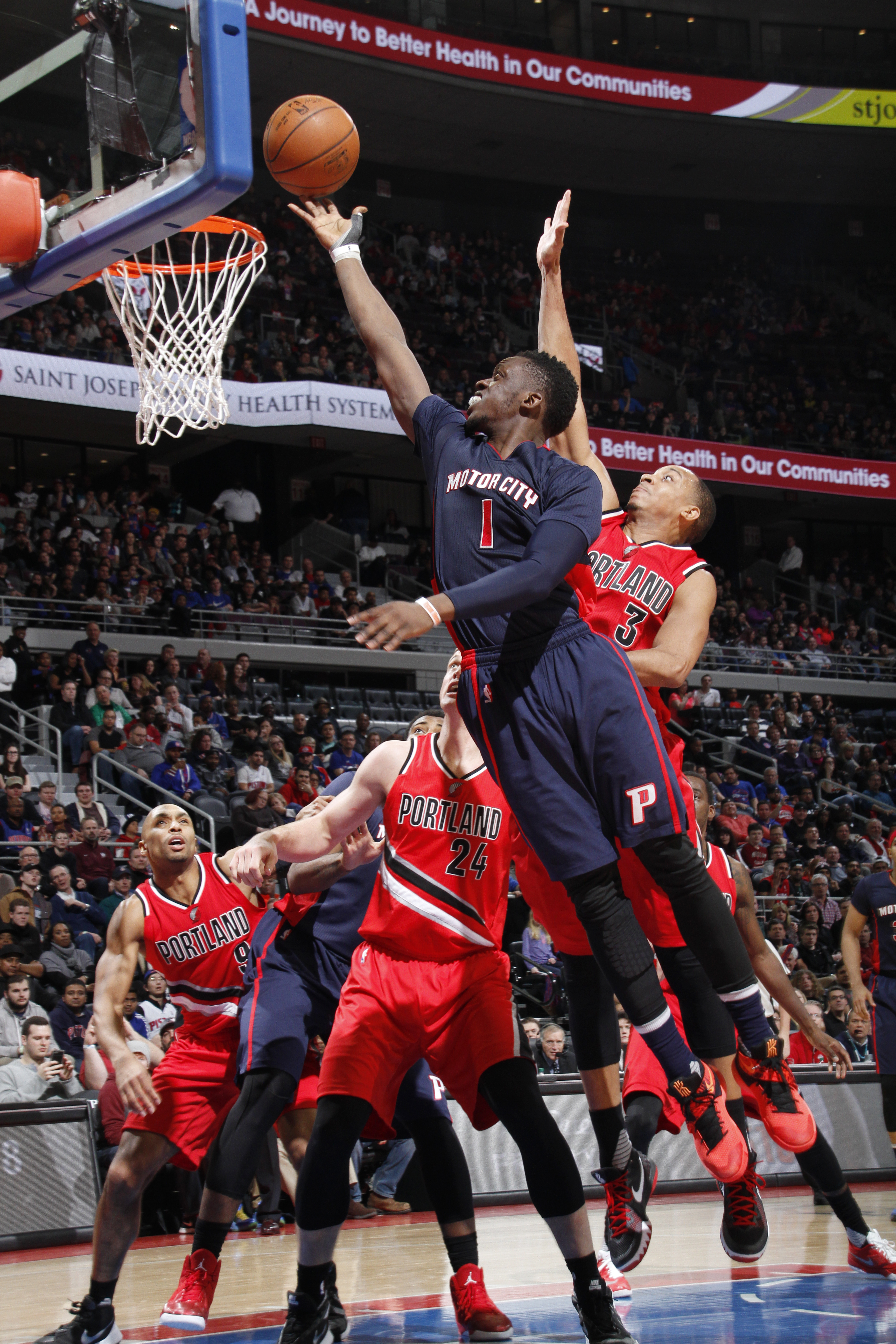 AUBURN HILLS, MI - MARCH 6:  Reggie Jackson #1 of the Detroit Pistons shoots the ball against the Portland Trail Blazers on March 6, 2016 at The Palace of Auburn Hills in Auburn Hills, Michigan. (Photo by B. Sevald/Einstein/NBAE via Getty Images)